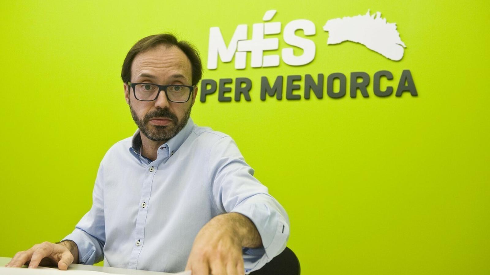Josep Castells ha explicat els detalls de l'assemblea de Més per Menorca celebrada al Centre de Convencions d'Es Mercadal.