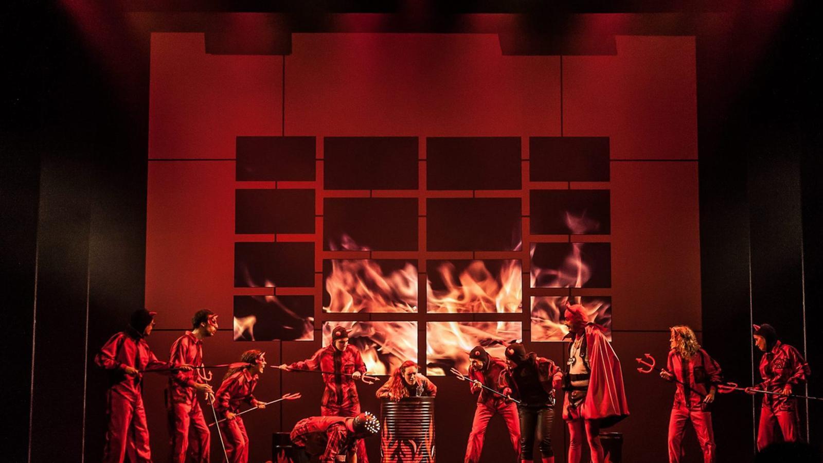 UNA HISTÒRIA I MIL VERSIONS  Paco Mir ha creat i dirigit Els Pastorets. La hibernació de l'infern, una versió amb alumnes d'Eòlia i del Taller de Músics que es representa al  Poliorama.
