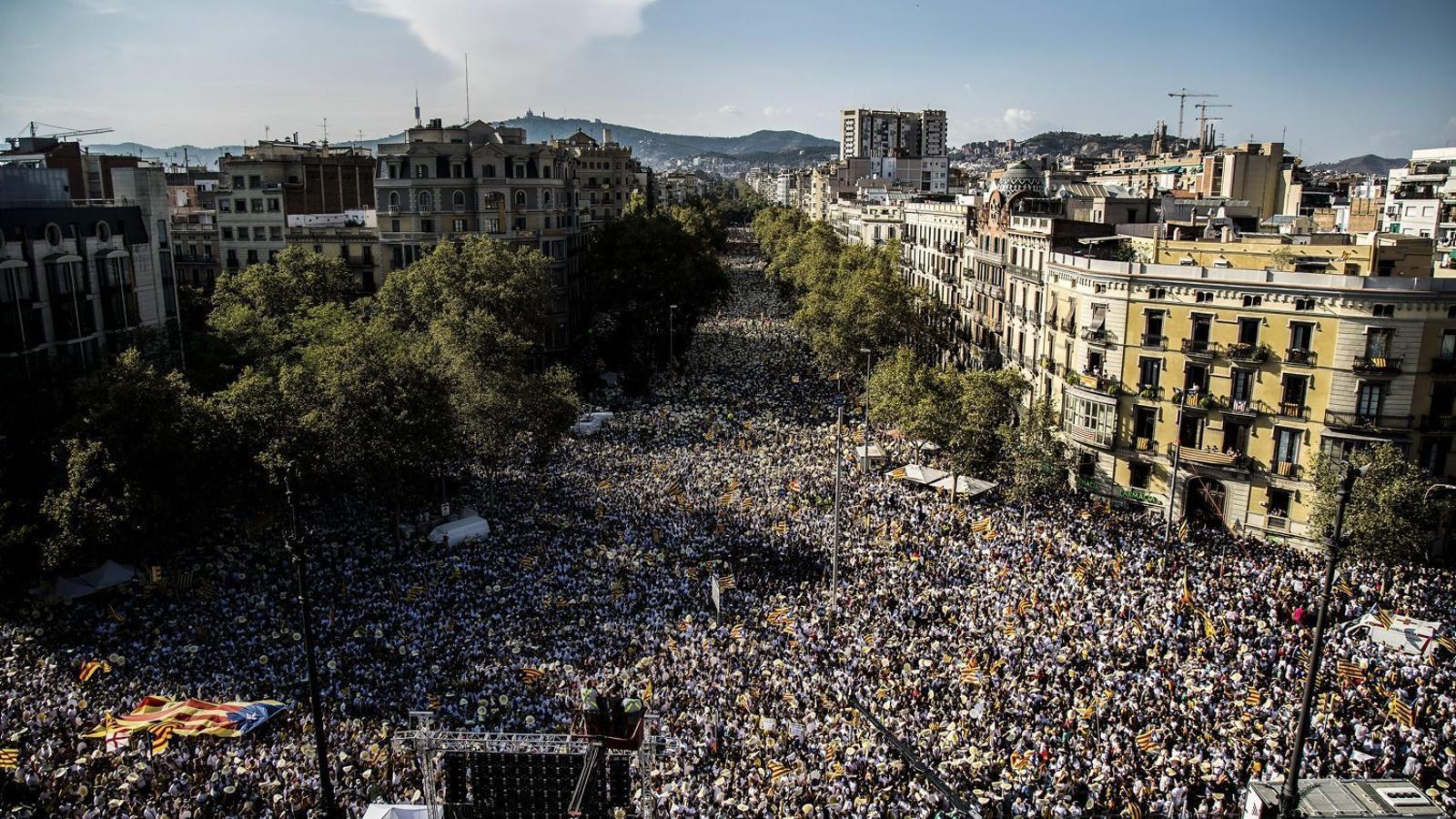 El passat Onze de Setembre més d'un milió de persones va omplir el passeig de Sant Joan des de la Diagonal fins a l'Arc de Triomf per reclamar el referèndum sobre l'estat propi.