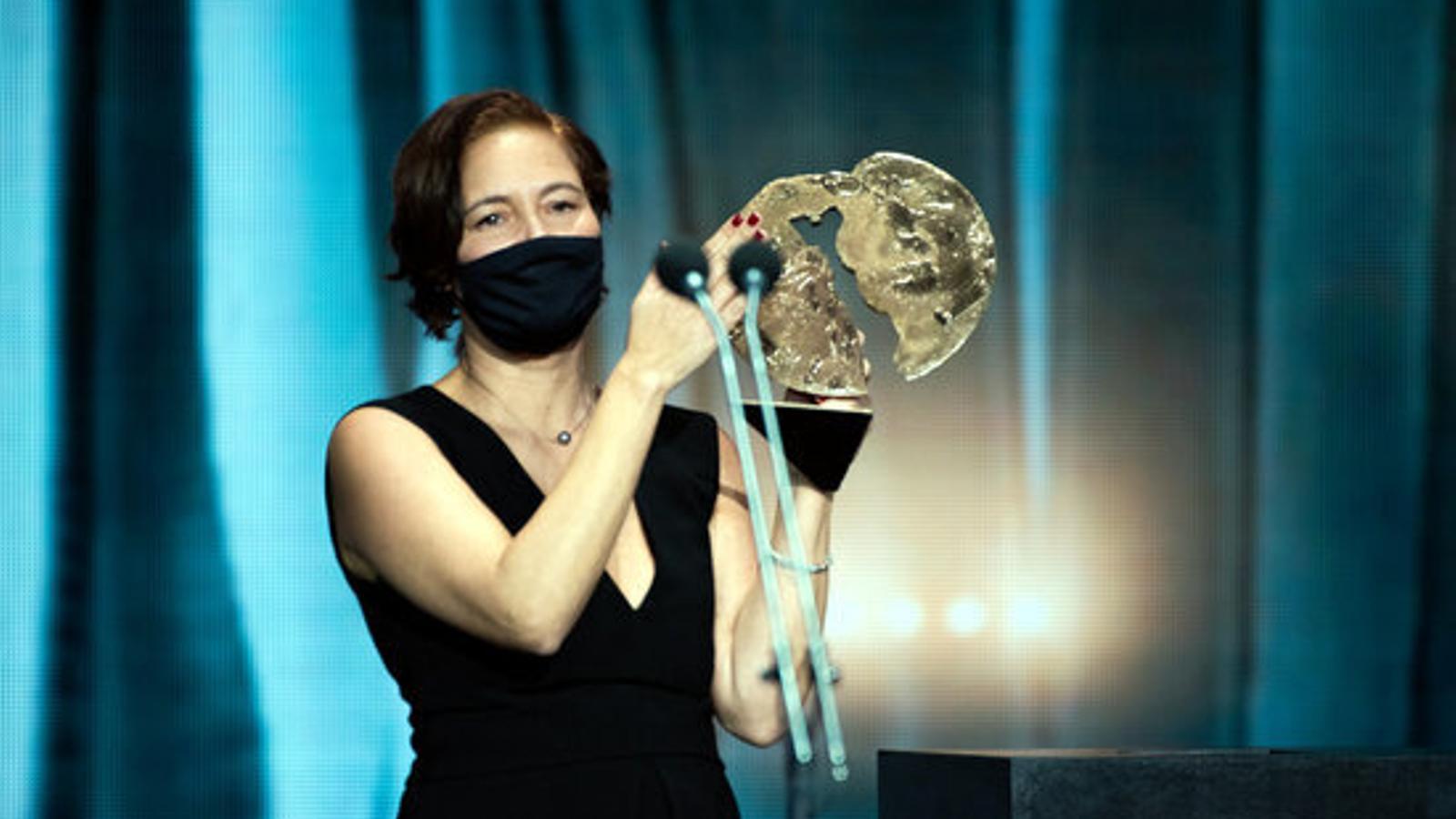 La productora de 'Las Niñas', Valerie Delpierre, recollint el premi a la millor pel·lícula