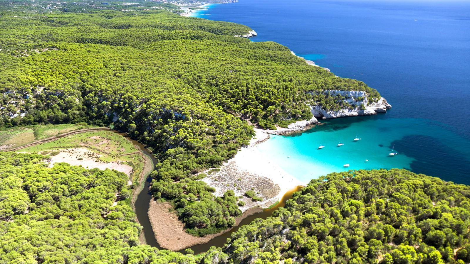 La cala verge de Trebalúger, a Menorca.