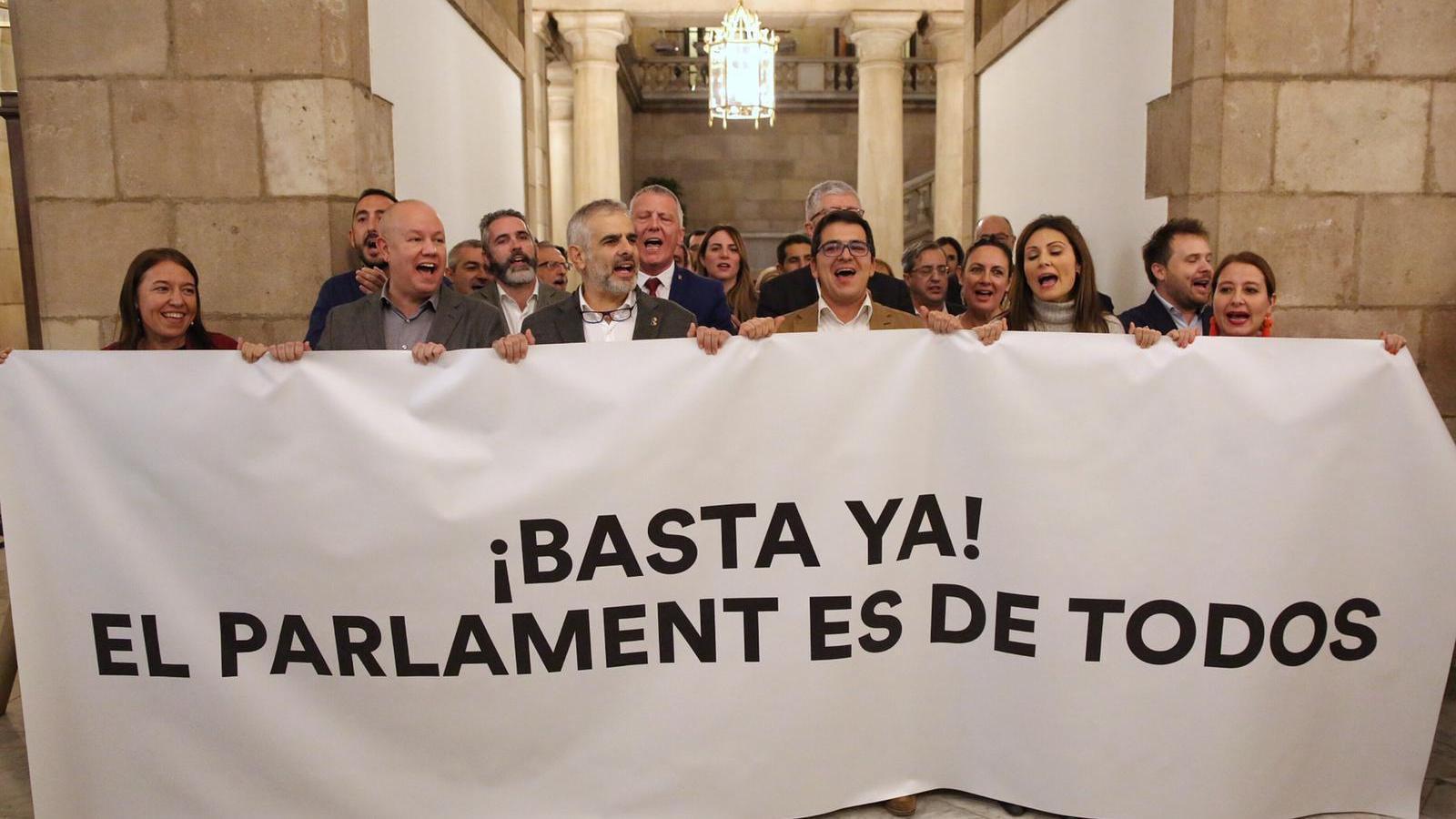 """Cs protesta contra l'acte de suport de Forcadell al Parlament: """"Llibertat! Llibertat!"""""""