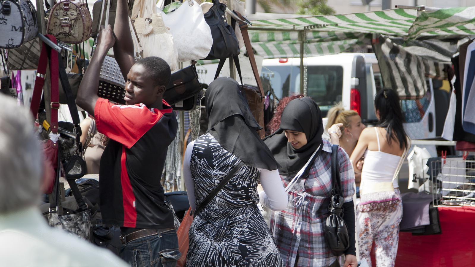 Reus endureix la política d'immigració