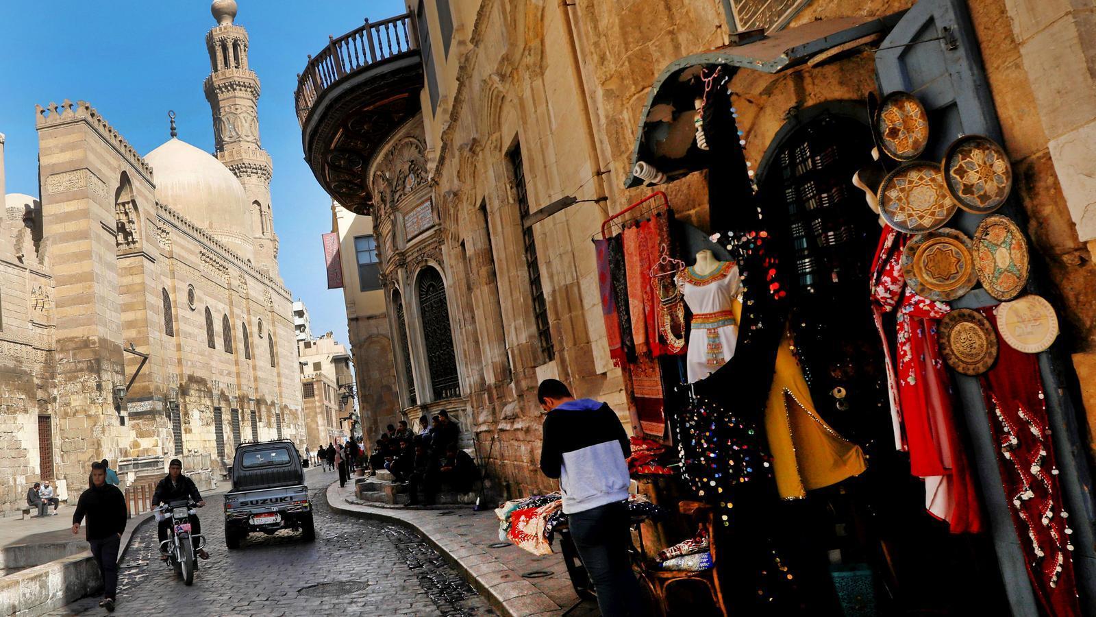 Egipte prohibeix la venda d'armilles grogues per evitar el contagi de les protestes de França