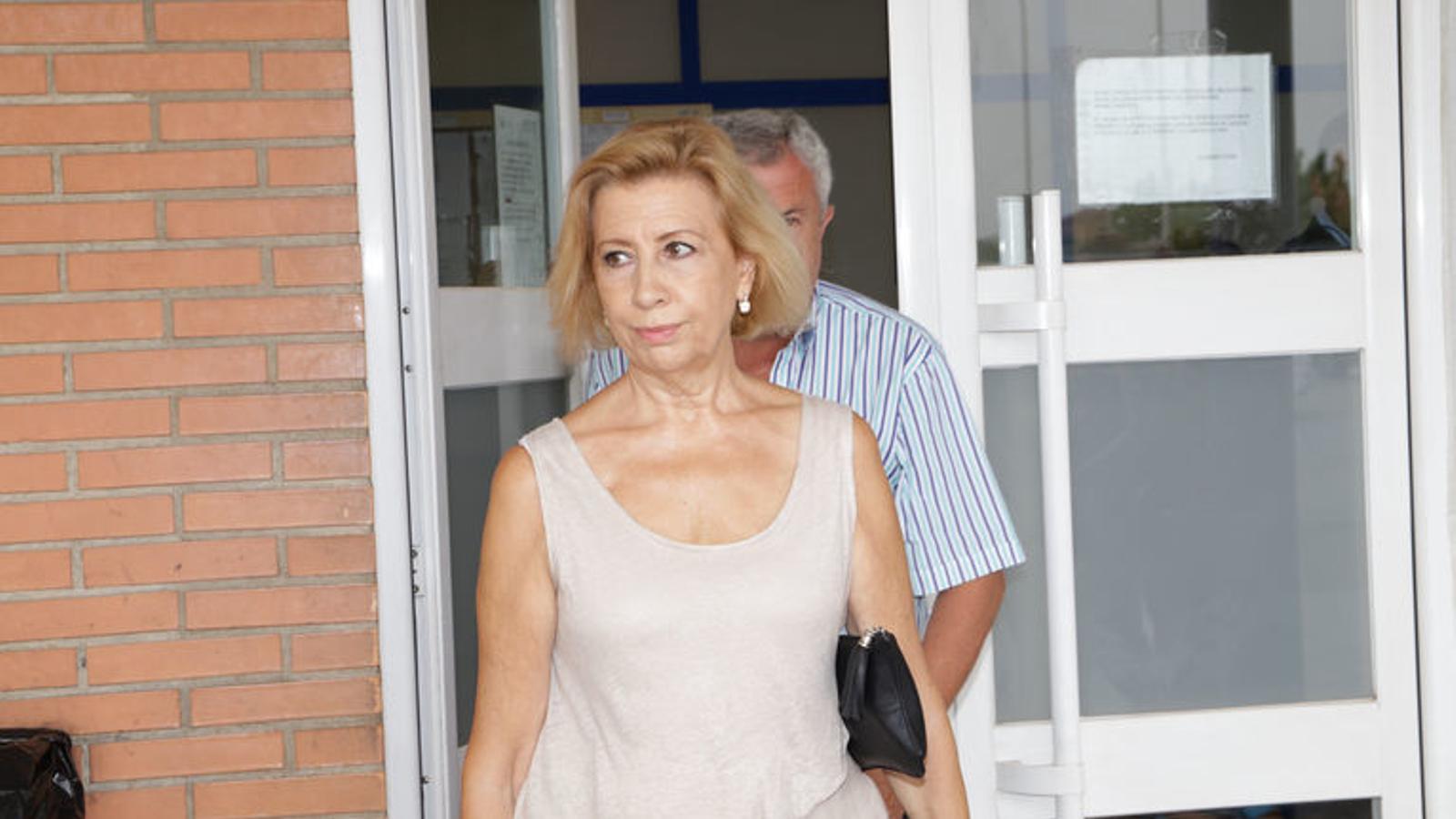 Maria Antònia Munar aquest divendres sortint de la presó. / ISAAC BUJ