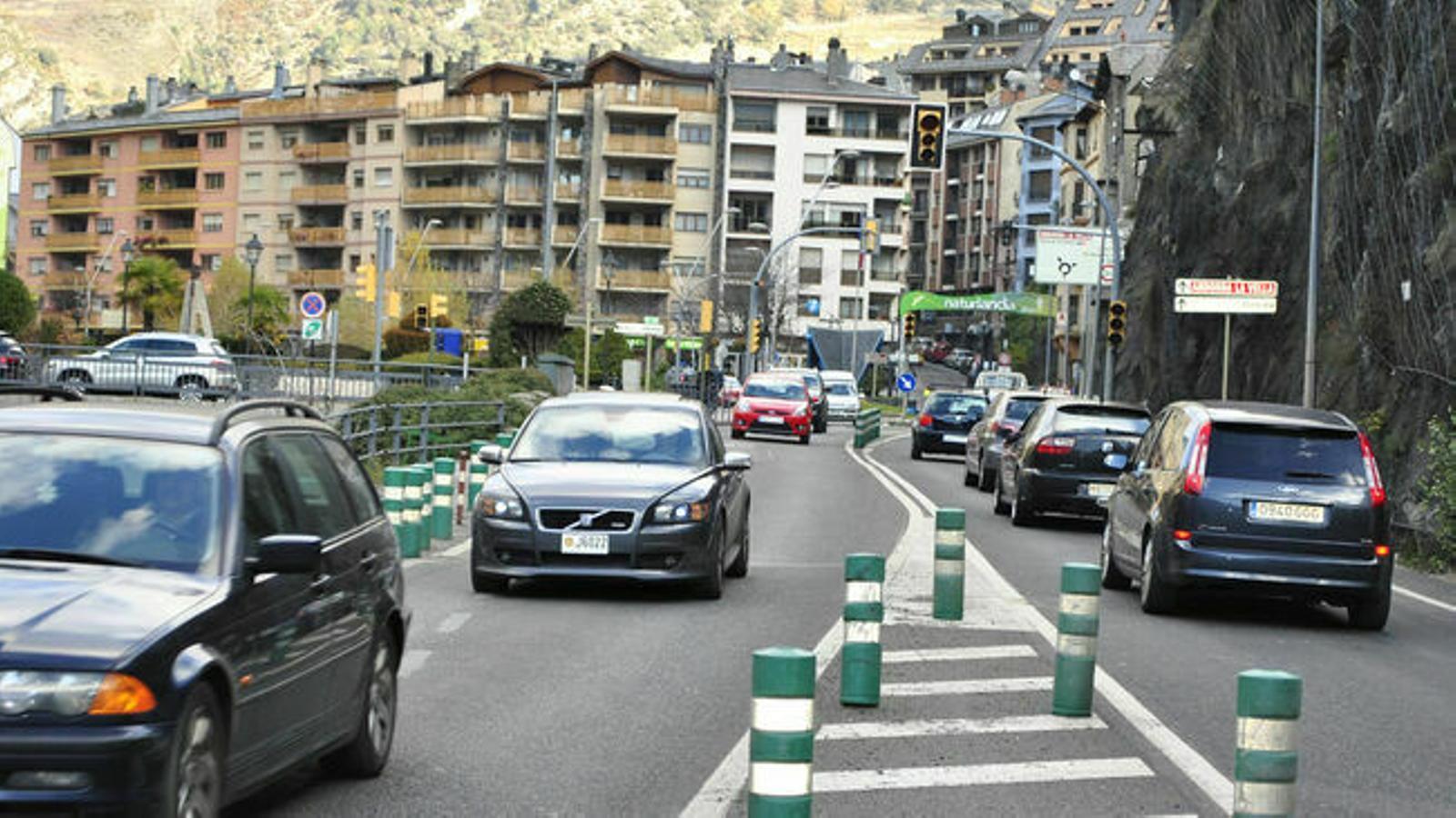 Vehicles circulant per Andorra. / M.R.F.