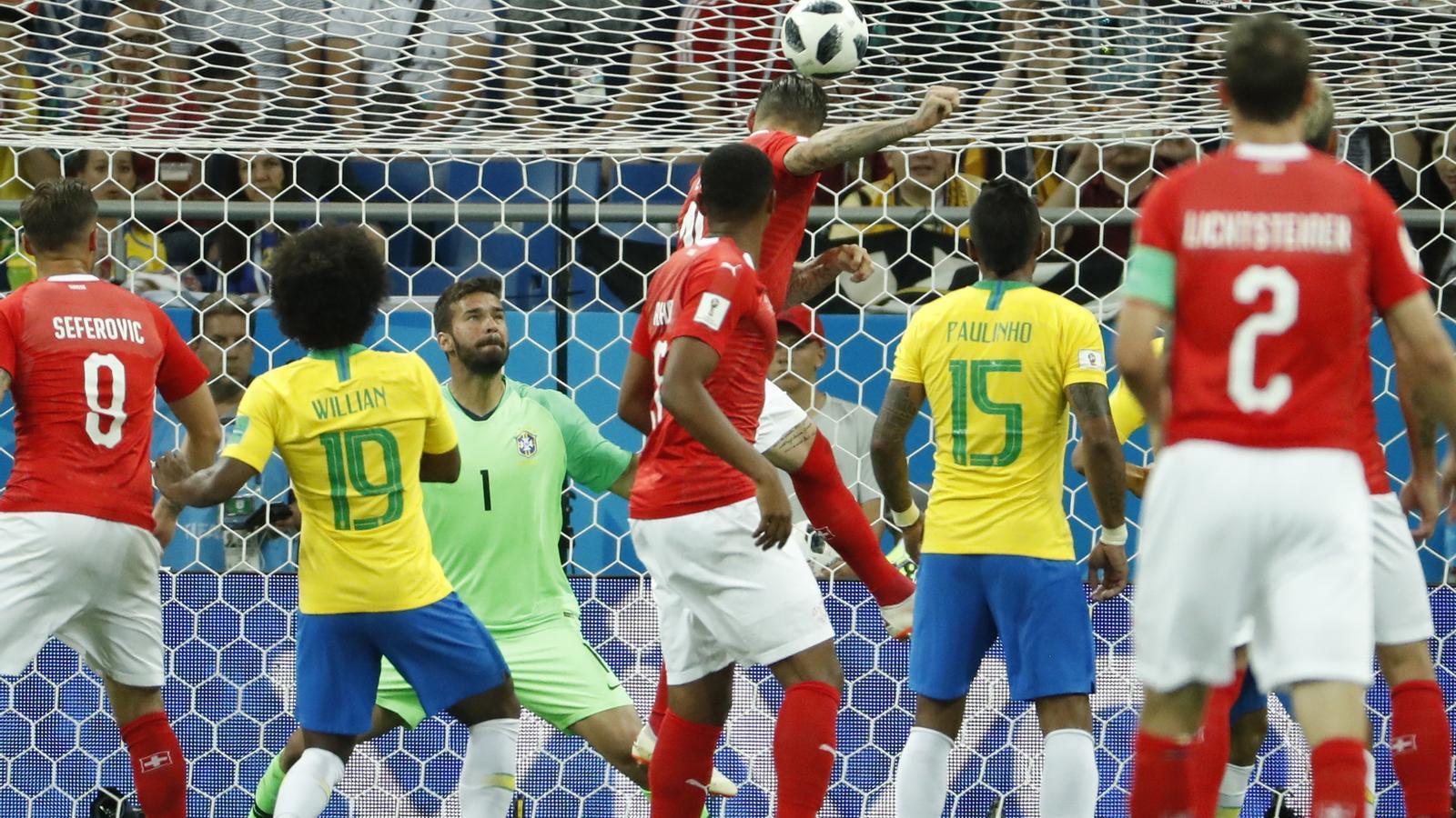 Al Brasil li pesa l'etiqueta de favorita i empata amb Suïssa (1-1)