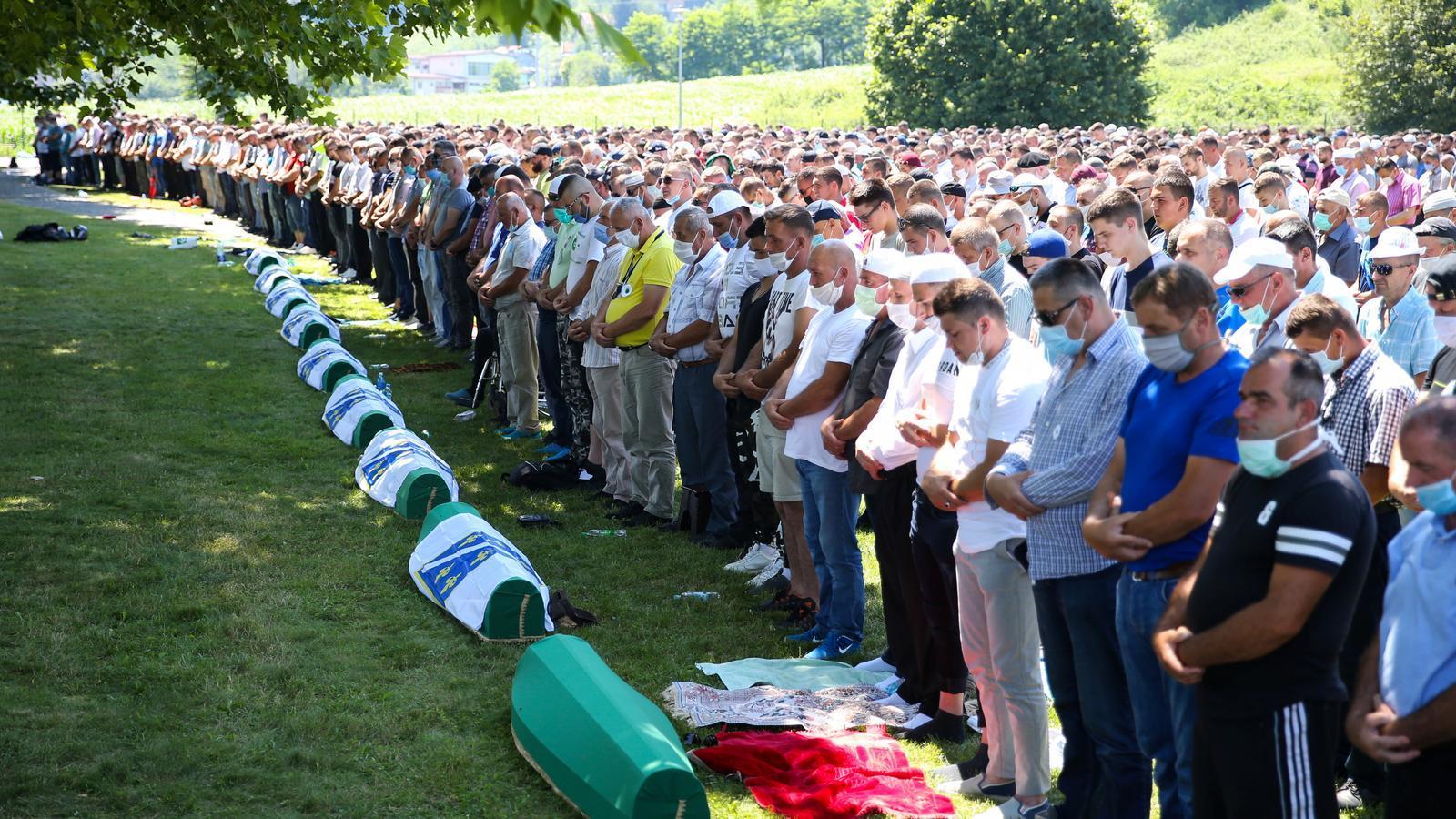 Un dels moments de la cerimònia d'homenatge a les víctimes del genocidi.