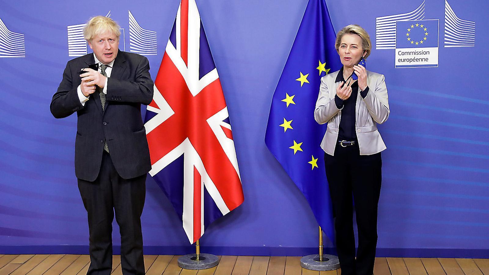 El primer ministre britànic, Boris Johnson, i la presidenta de la Comissió, Ursula von der Leyen ahir.