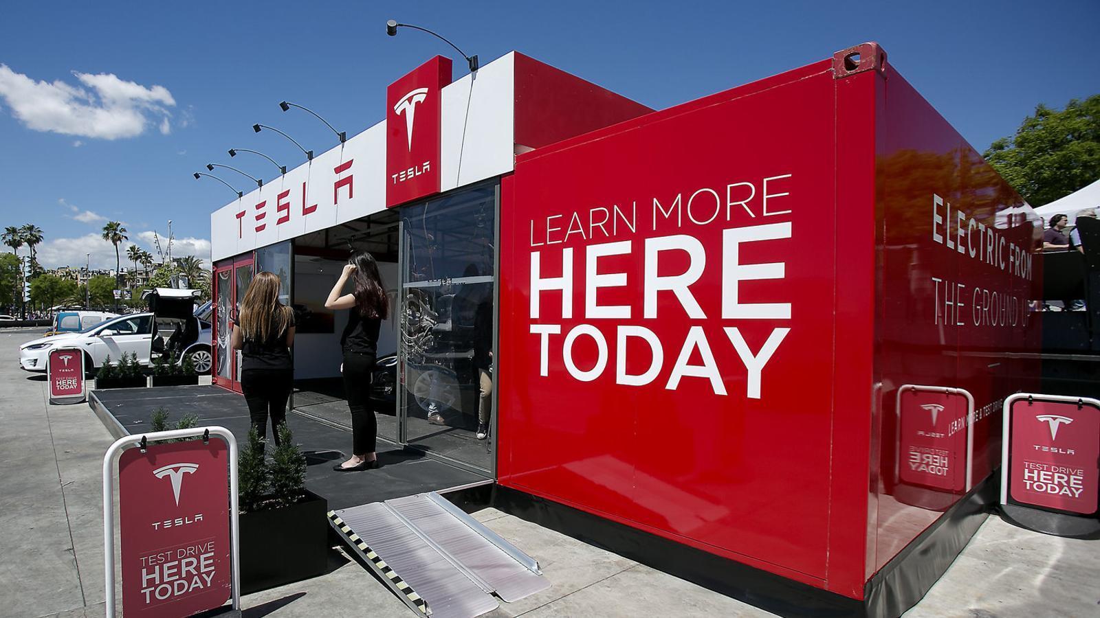 Tesla es juga el seu futur i el del sector de l'automòbil
