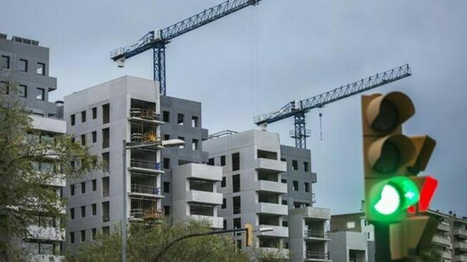 Cau la compravenda d'habitatges quasi un 14% a les Balears