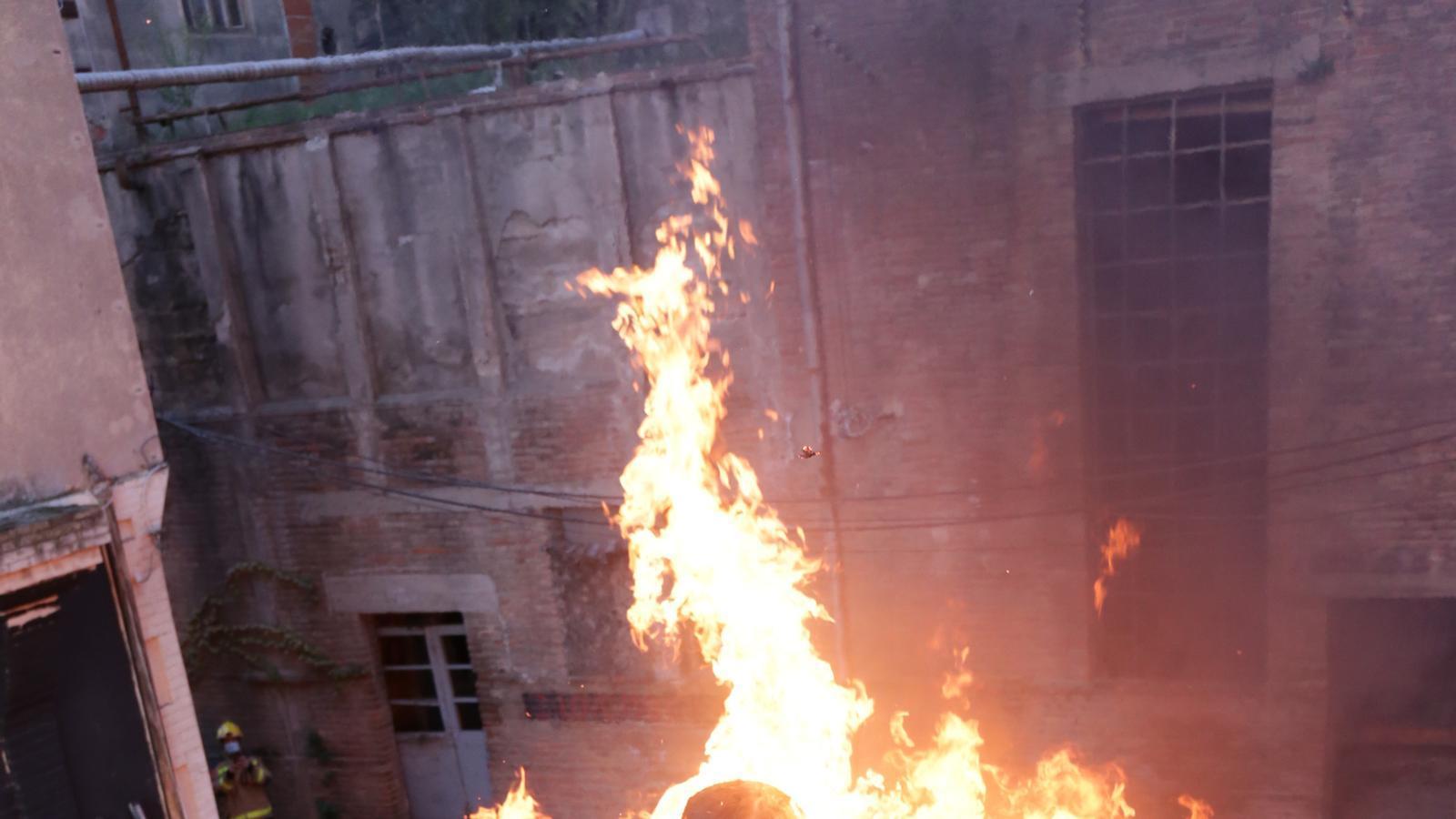 El ninot de Felip VI, que es va exposar a la fira d'Arco, crema a Berga