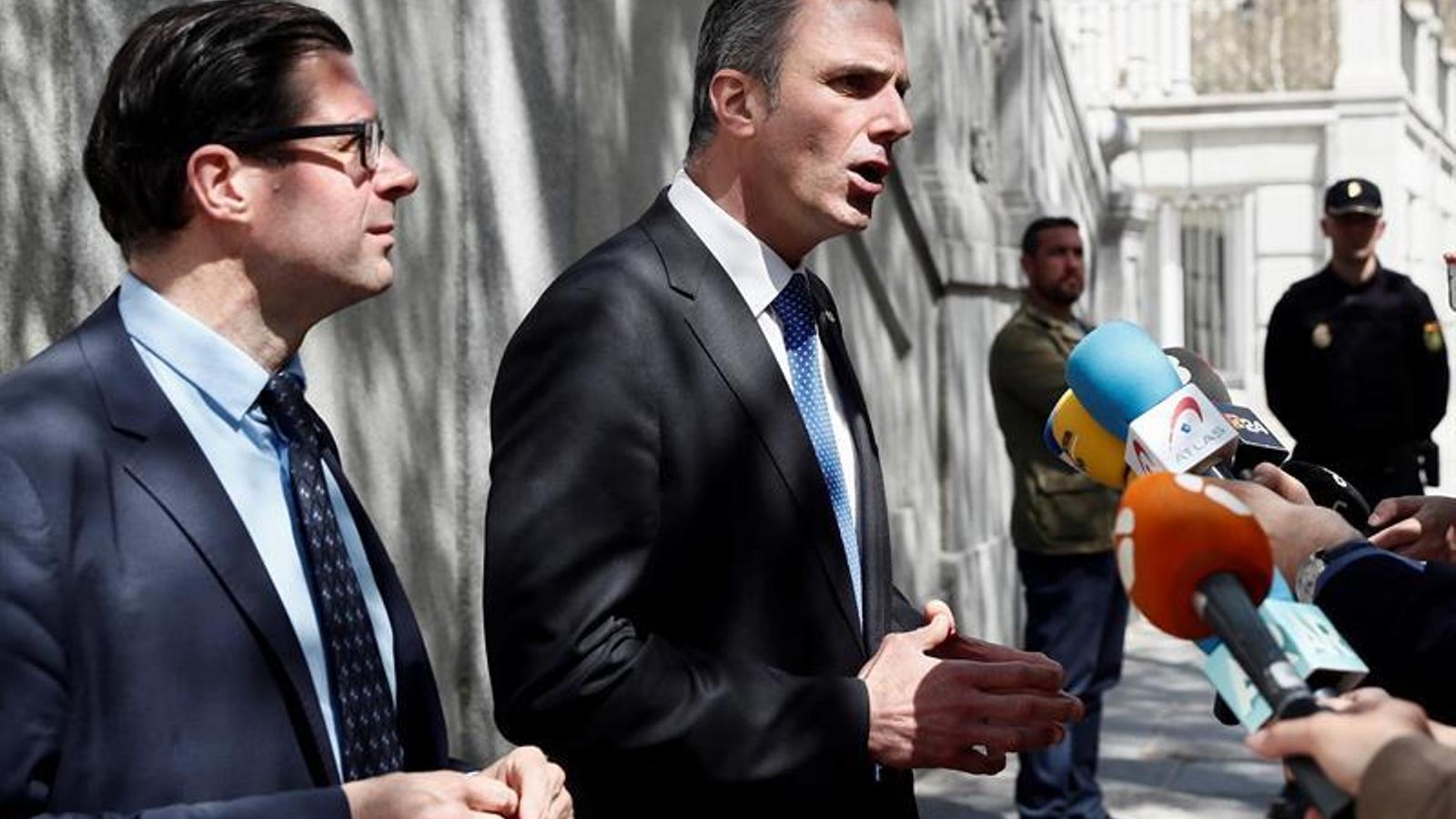 El líder de VOX i advocat en la causa al Suprem, Javier Ortega Smith, en declaracions als mitjans de comunicacions a les portes del tribunal. EFE