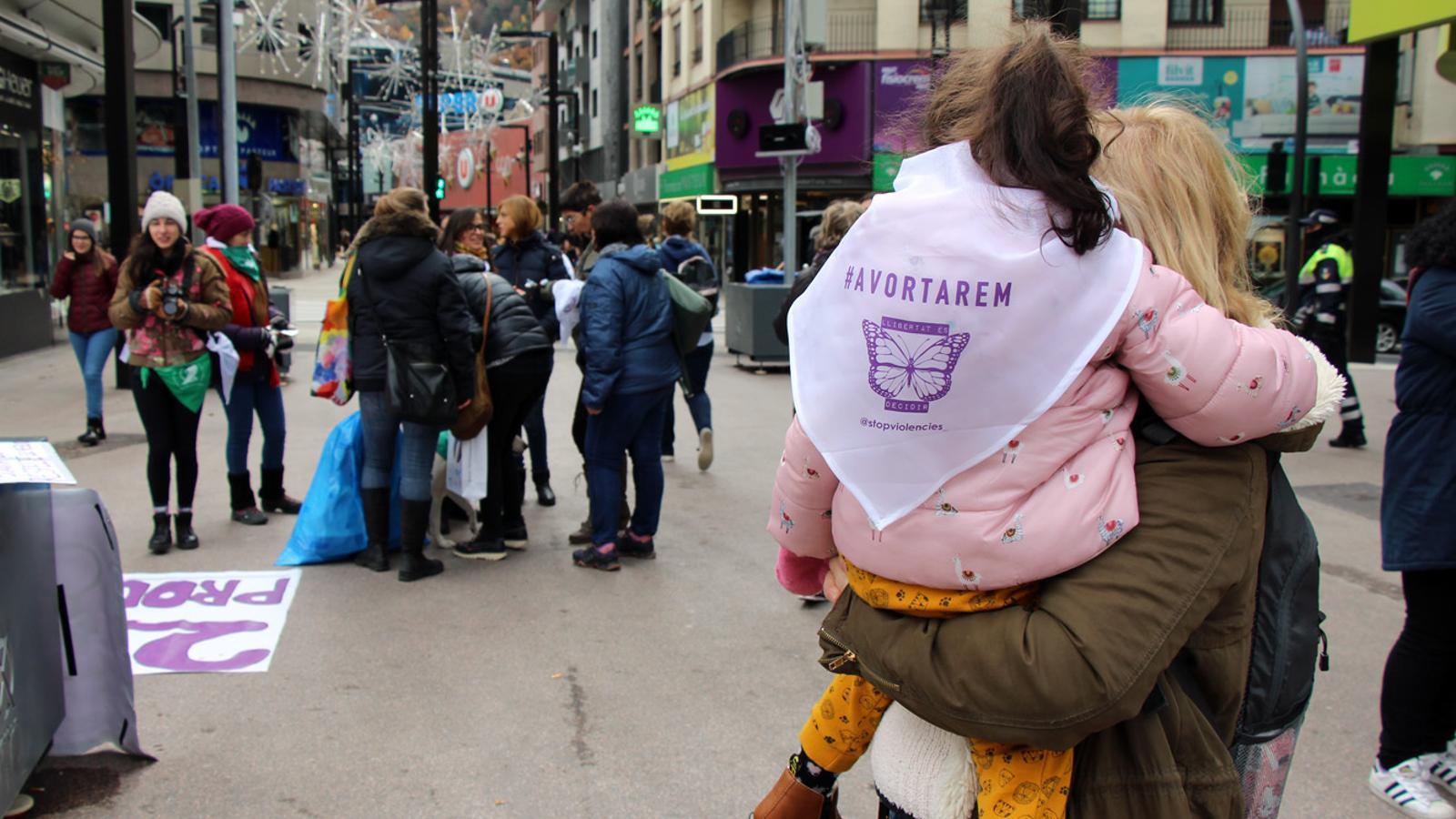 Primera marxa a Andorra per commemorar el dia internacional contra les violències envers les dones. / T. N.