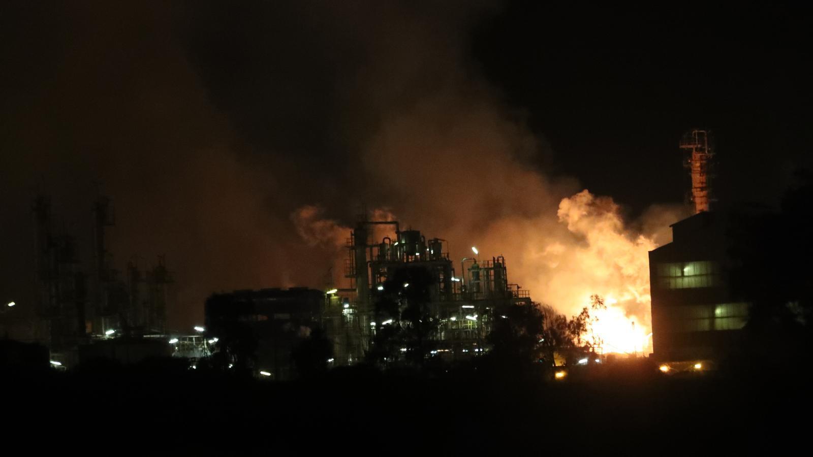 Un mort, vuit ferits i un desaparegut en l'explosió a la zona química de Tarragona