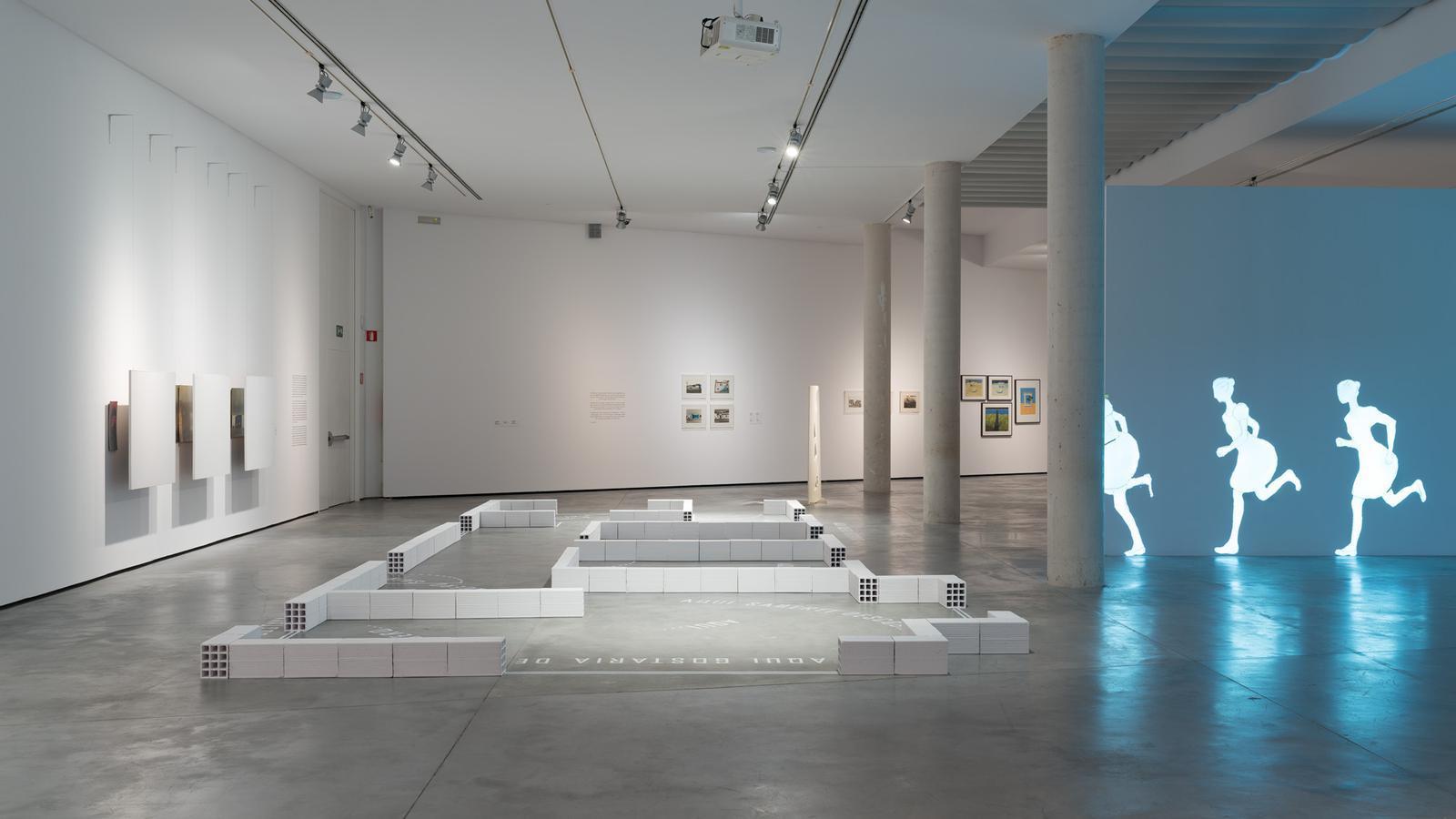 Vista de sala de l'exposició 'Ana Vieira. La llar i la fugida', Es Baluard Museu d'Art Contemporani de Palma, 2020.