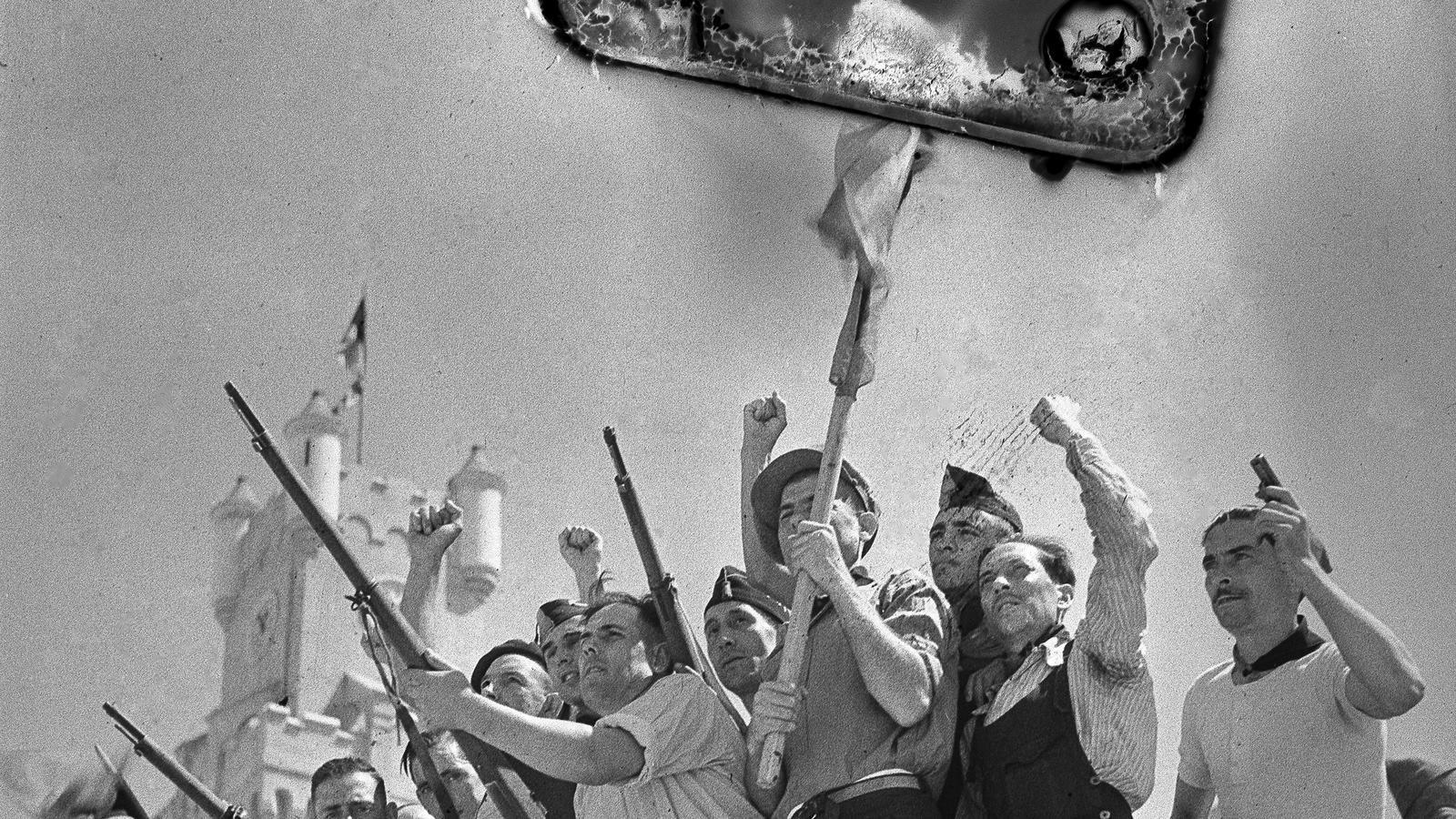 Milicians a la caserna Bakunin (caserna del Bruc) el 27 d'agost del 1936 / Antoni Campañà