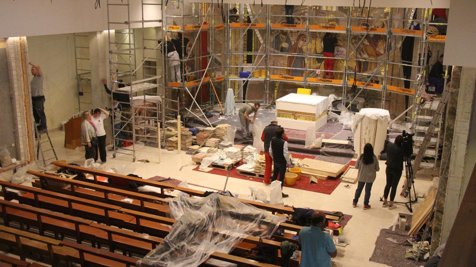 Els treballs de rehabilitació de l'església parroquial de Sant Julià de Lòria. / M. P. (ANA)