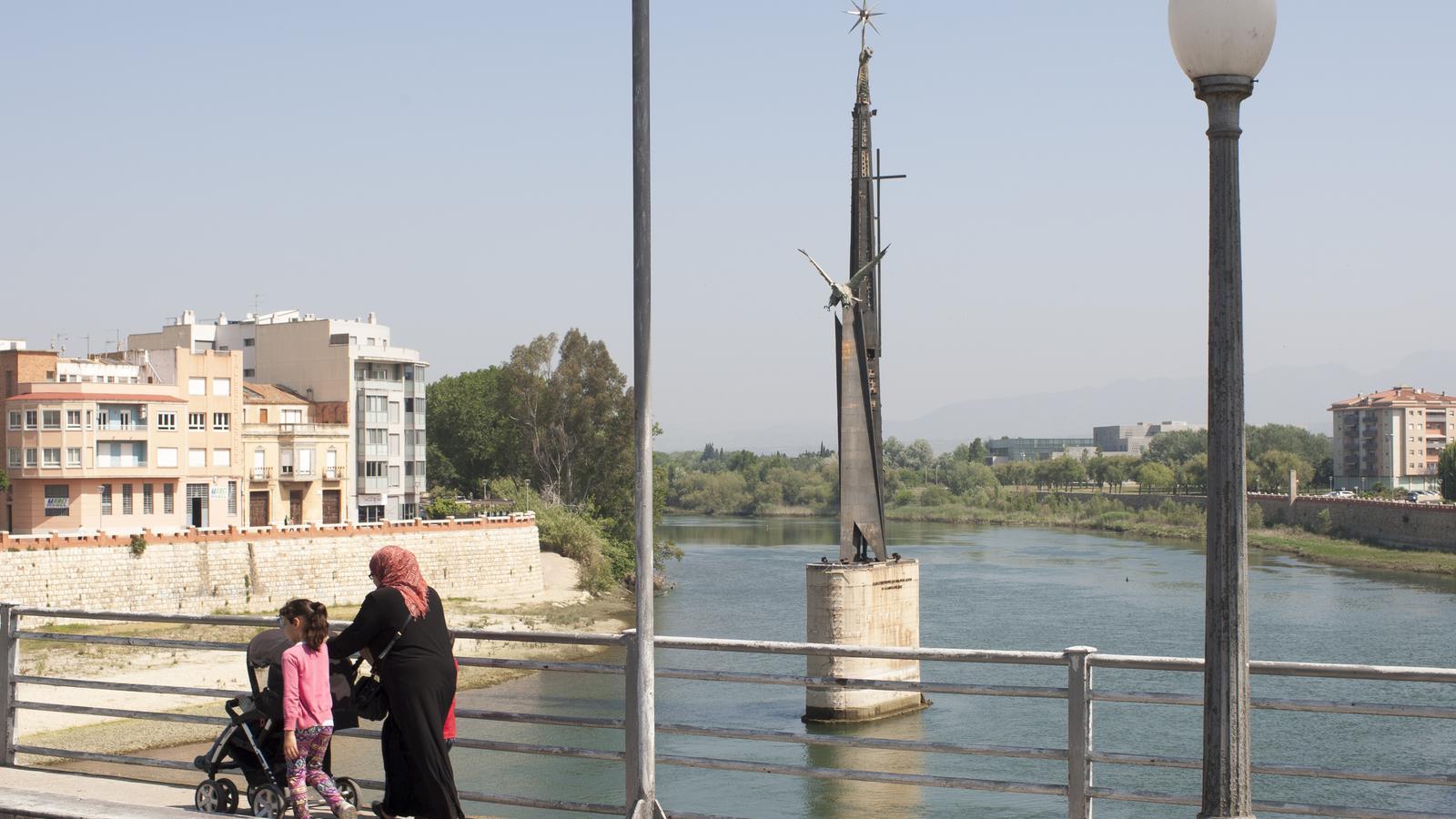 La Generalitat s'obre a sufragar la retirada del monument franquista de Tortosa
