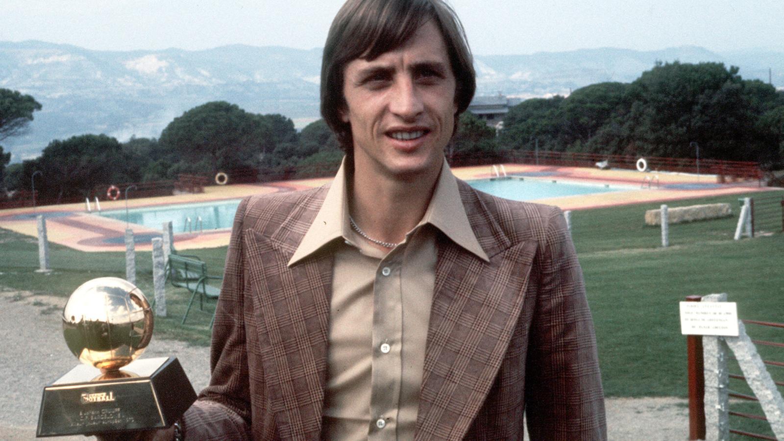 Cruyff amb la Pilota d'Or l'any 1973.