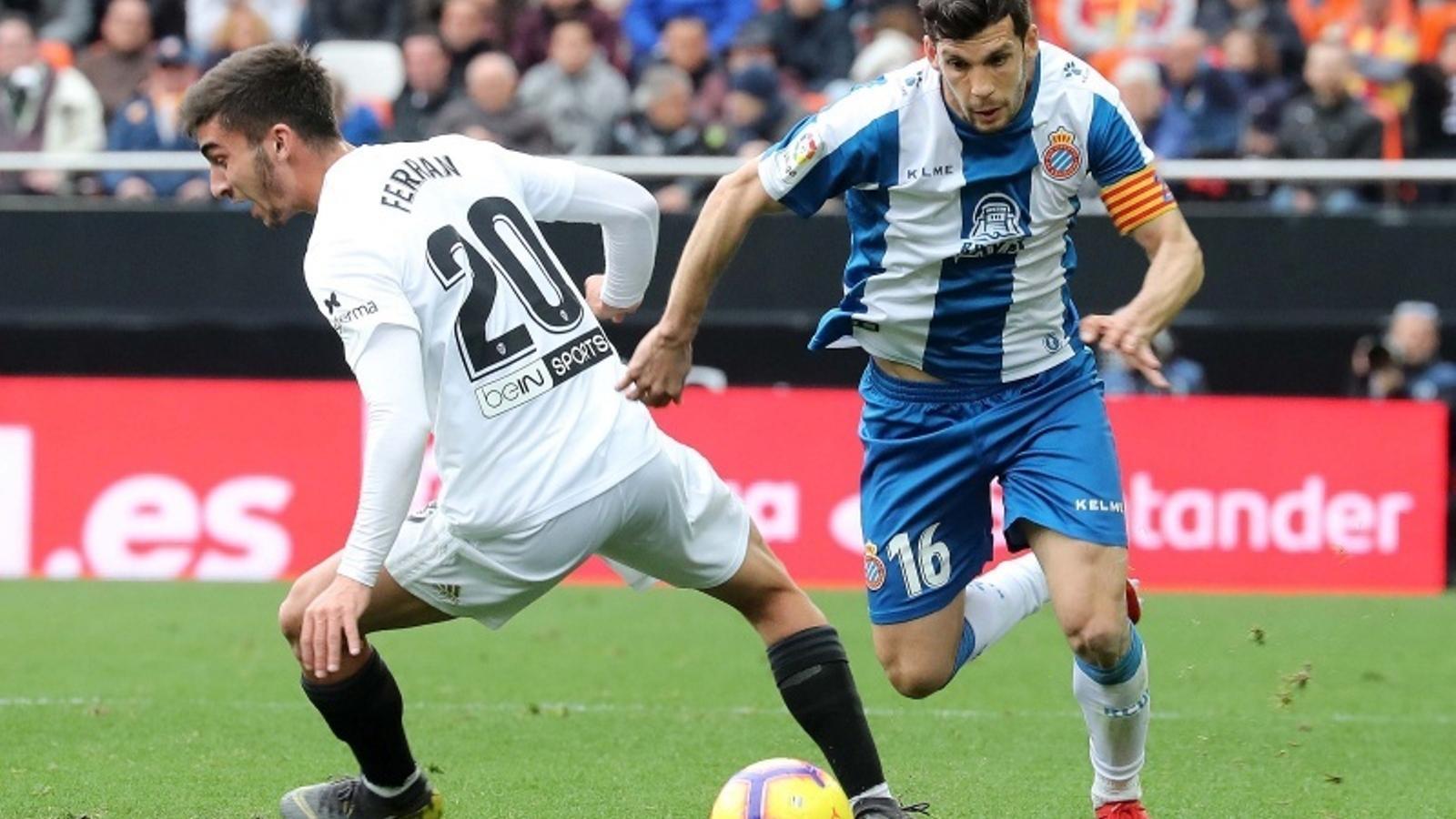 Javi López, durant el partit a Mestalla