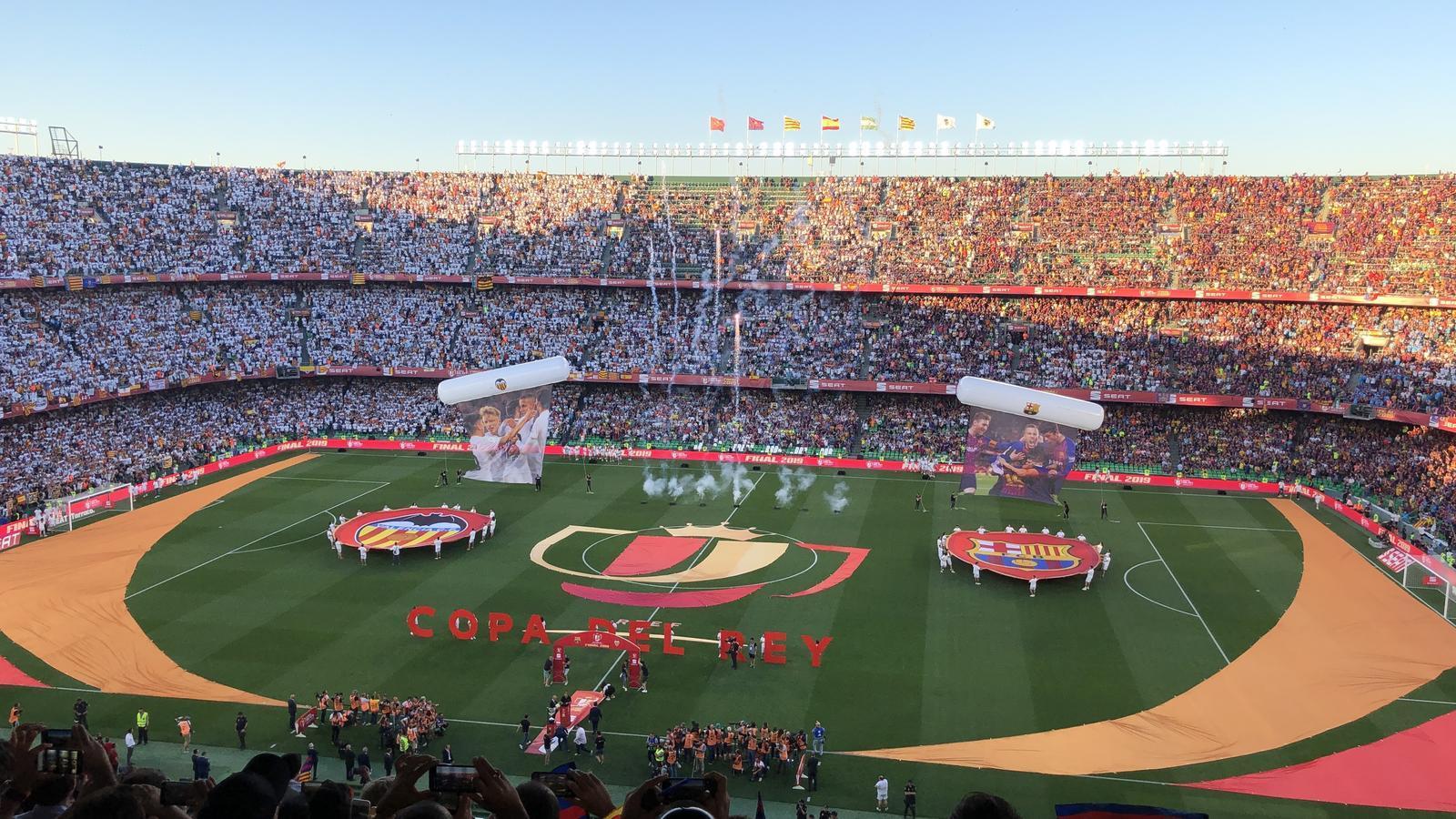 Xiulets a l'himne espanyol abans de la final de Copa a Sevilla