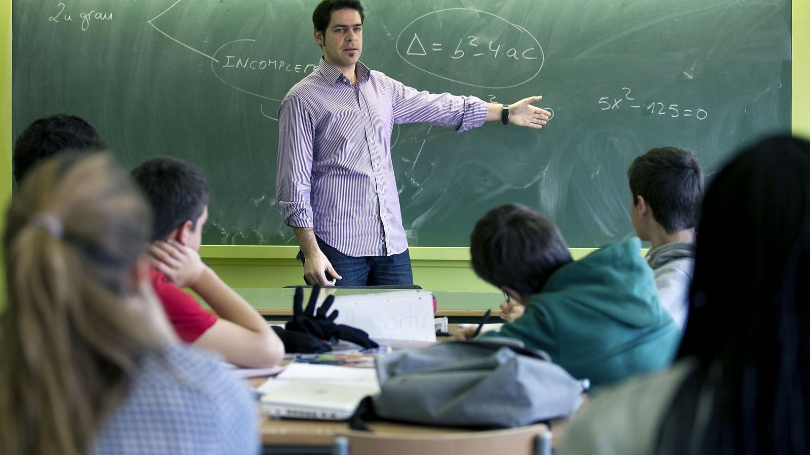 Els professors d'ESO tindran, el curs que ve, tres hores més d'horari fix al centre per a les tasques de coordinació.