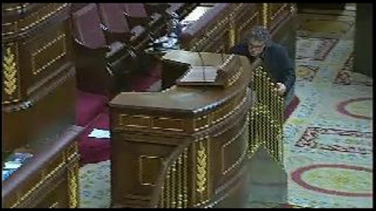 Si m'ho permeten, jo continuaré parlant en català: Tardà, expulsat de la tribuna d'oradors del Congrés