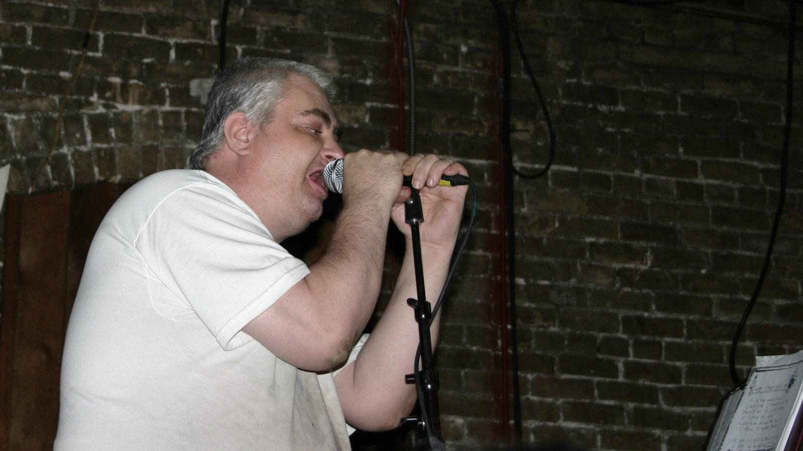 Daniel Johnston, durant una actuació