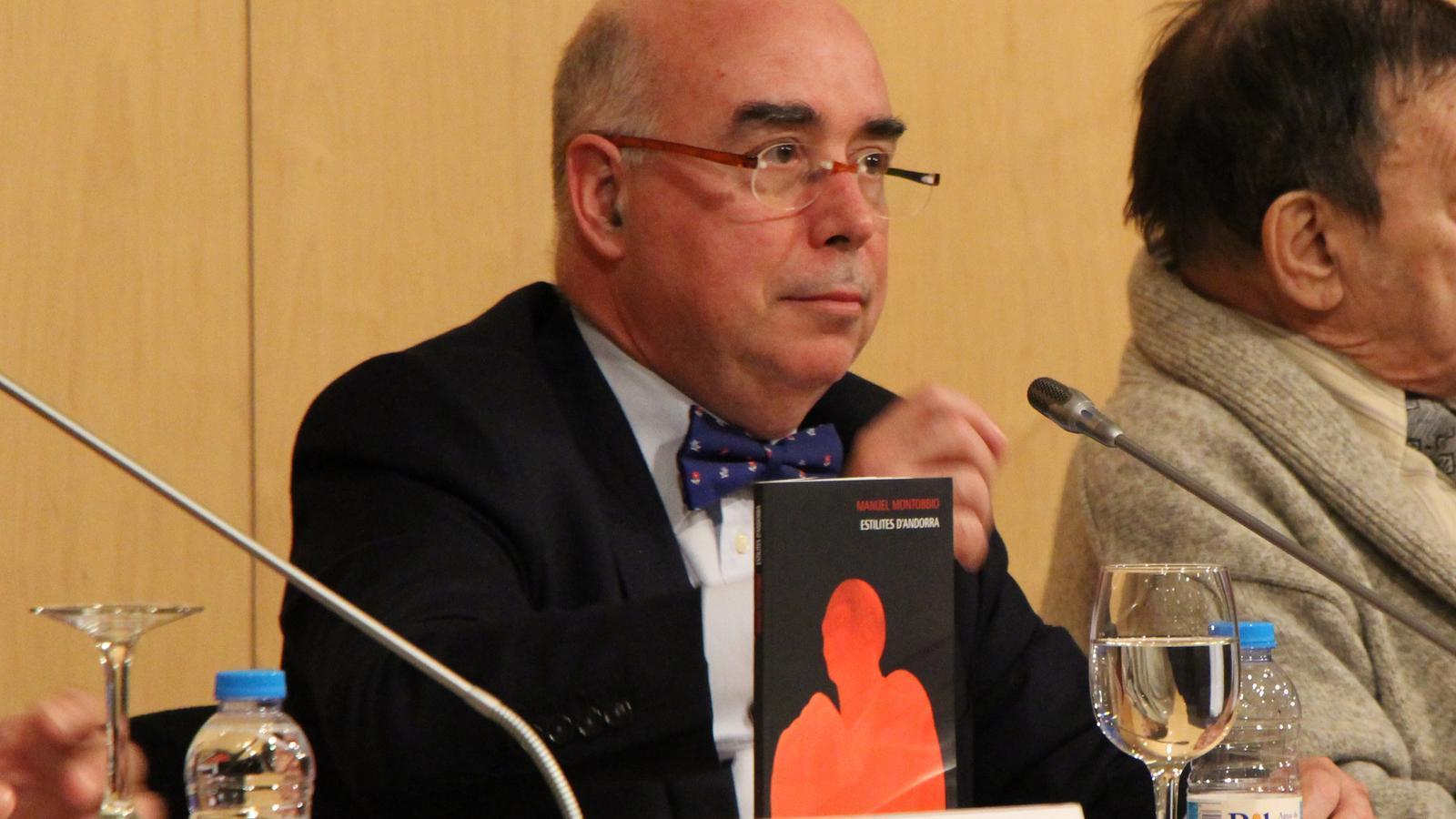 L'exambaixador i escriptor Manuel Montobbio presenta el seu últim llibre, 'Els estilites d'Andorra'. / M. R. F.
