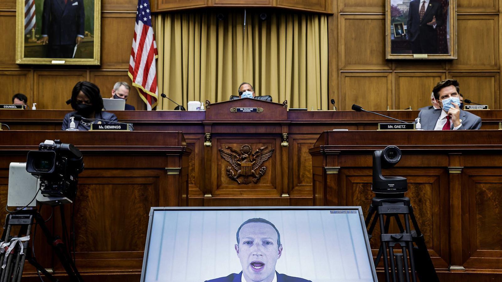 El propietari de Facebook, Mark Zuckerberg, defensant-se davant del Congrés per videoconferència.