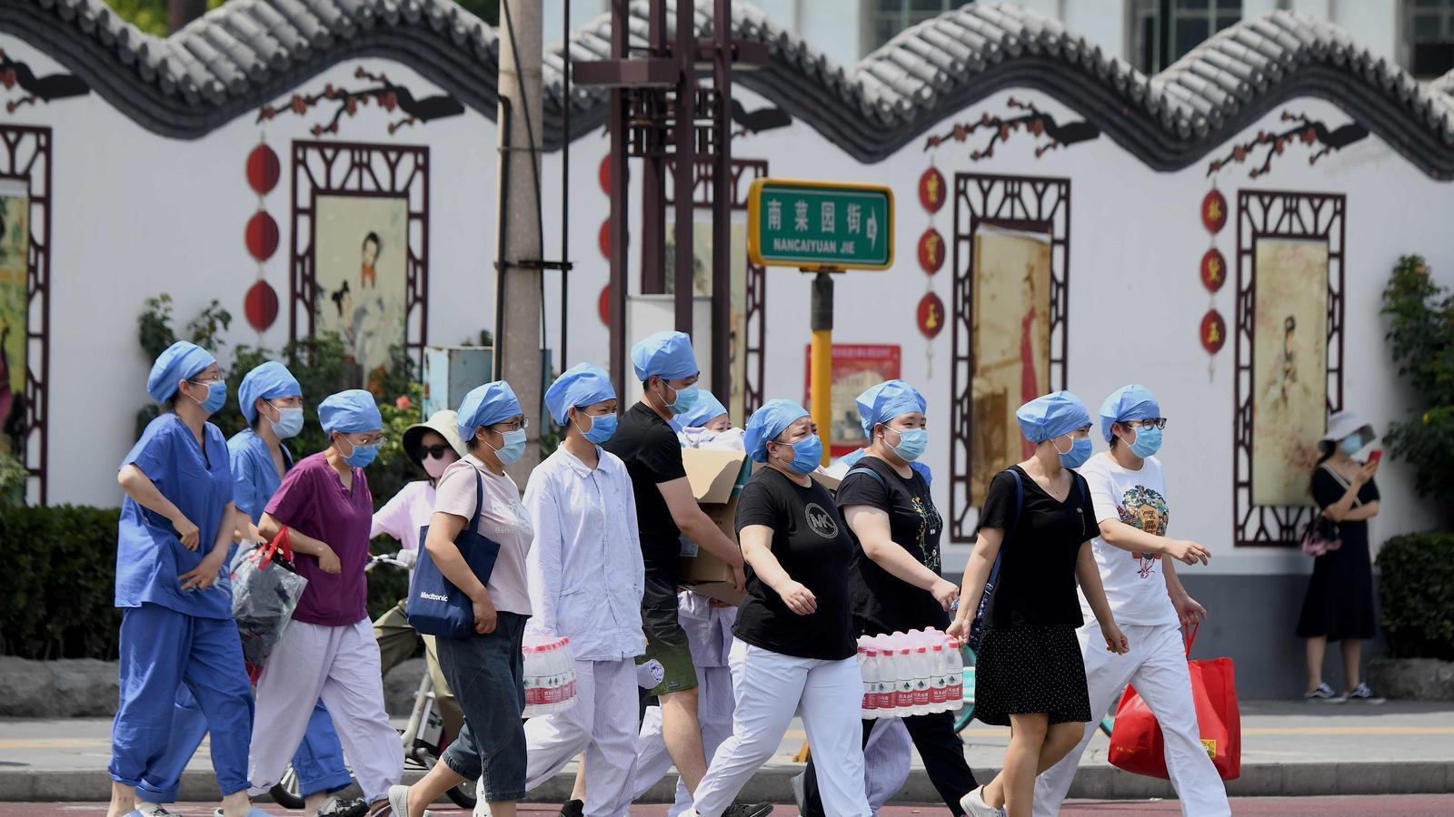 Més de vuit milions de contagis al món i alarma pel rebrot a Pequín