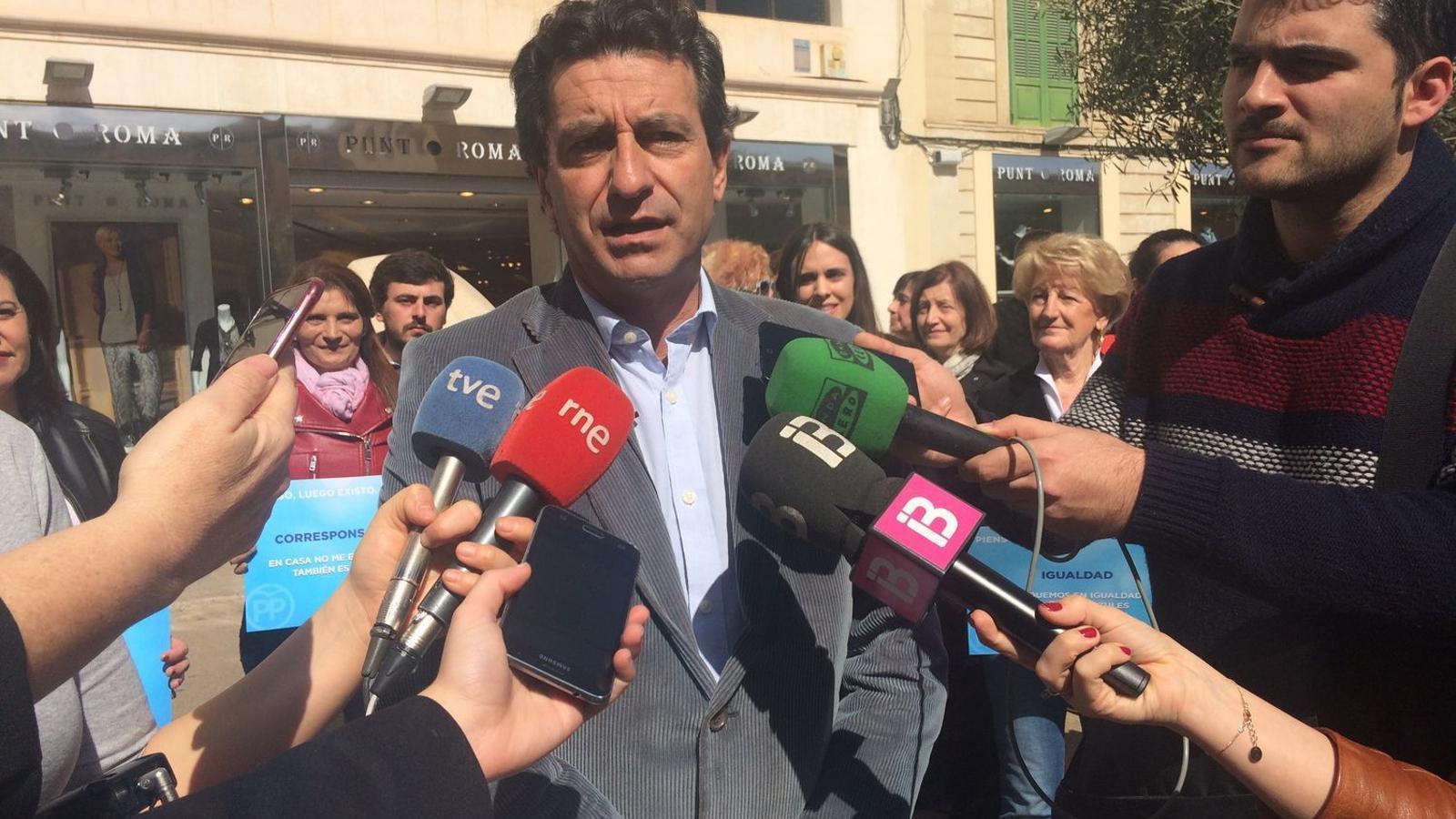 Company assegura que el PP seguirà defensant les dues llengües de Balears per igual.