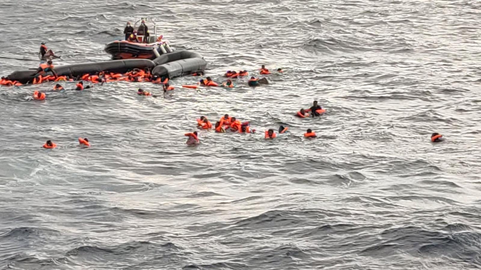 Open Arms rescata 111 migrants en un naufragi en què han mort sis persones