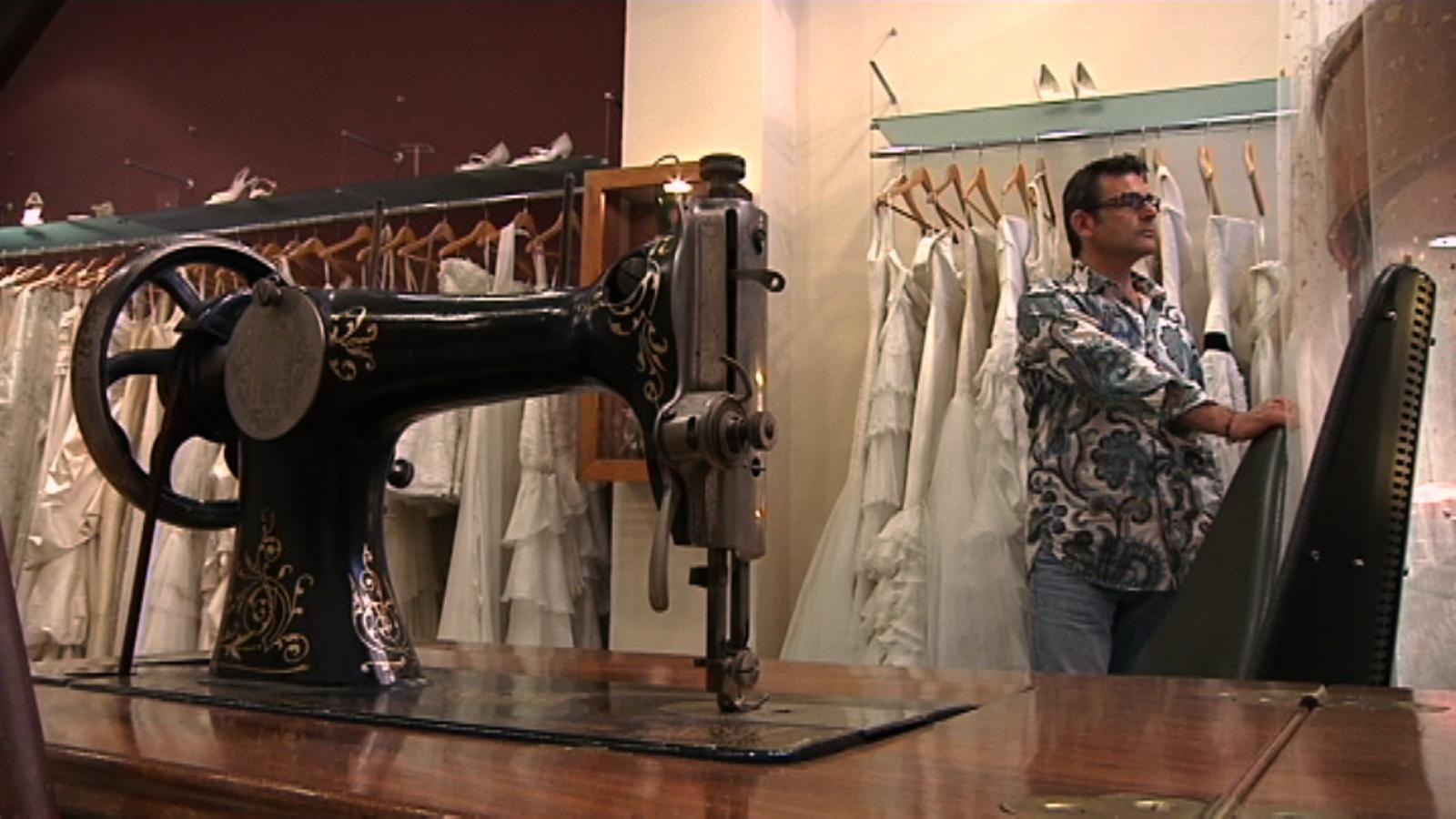 ARA Emprèn: Jordi Anguera triomfa confeccionant vestits de núvia