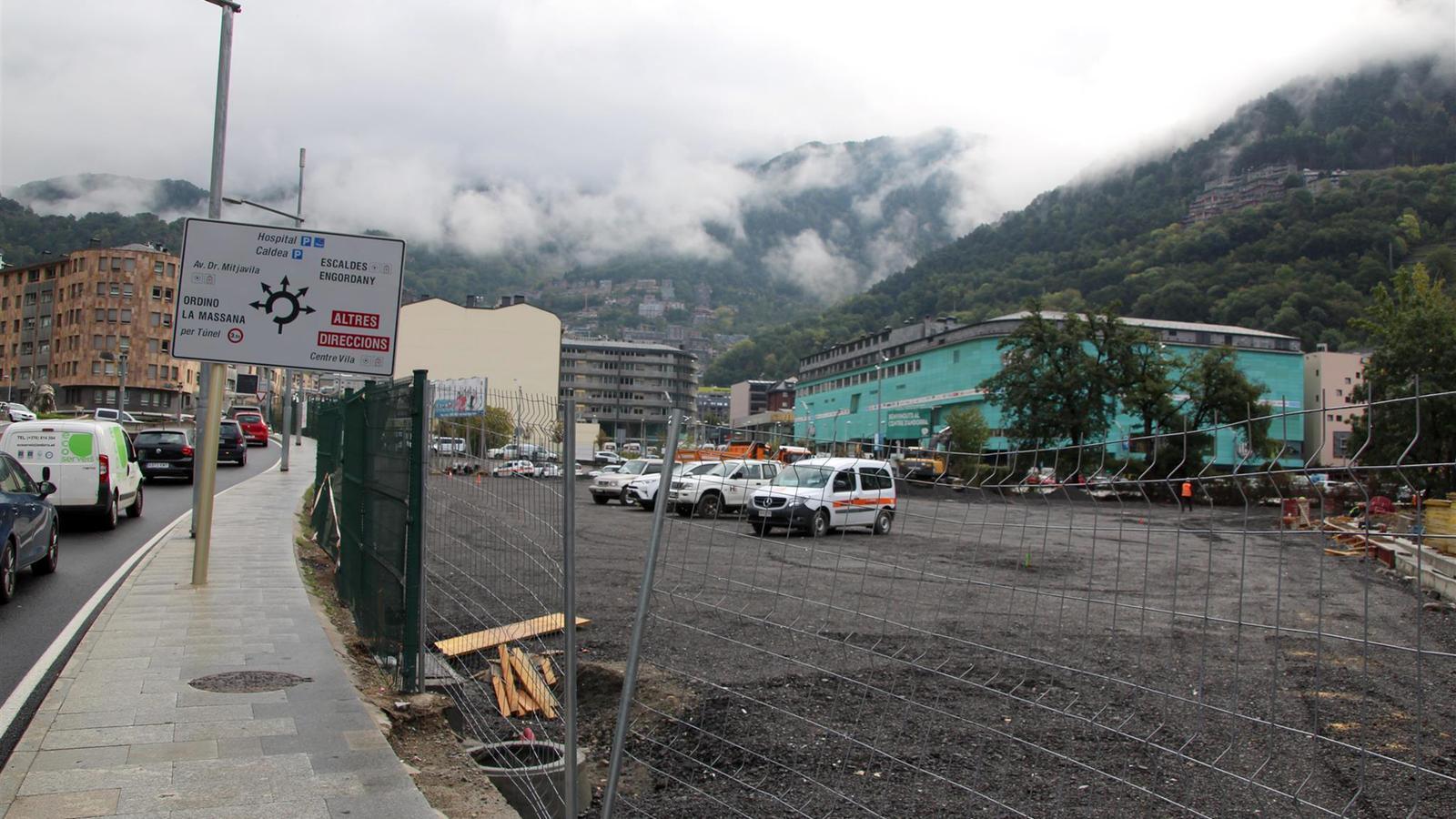 El nou aparcament al carrer Valira, a tocar de la rotonda de la Dama de Gel. / T. N. (ANA)