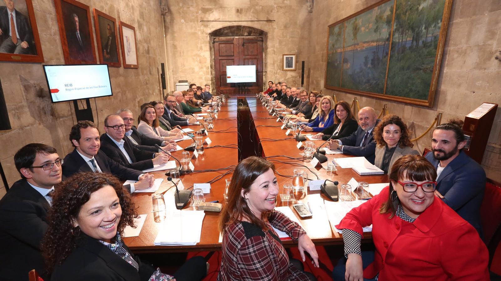 Un moment de la reunió del Govern amb els representants socials, polítics i econòmics de les Illes.