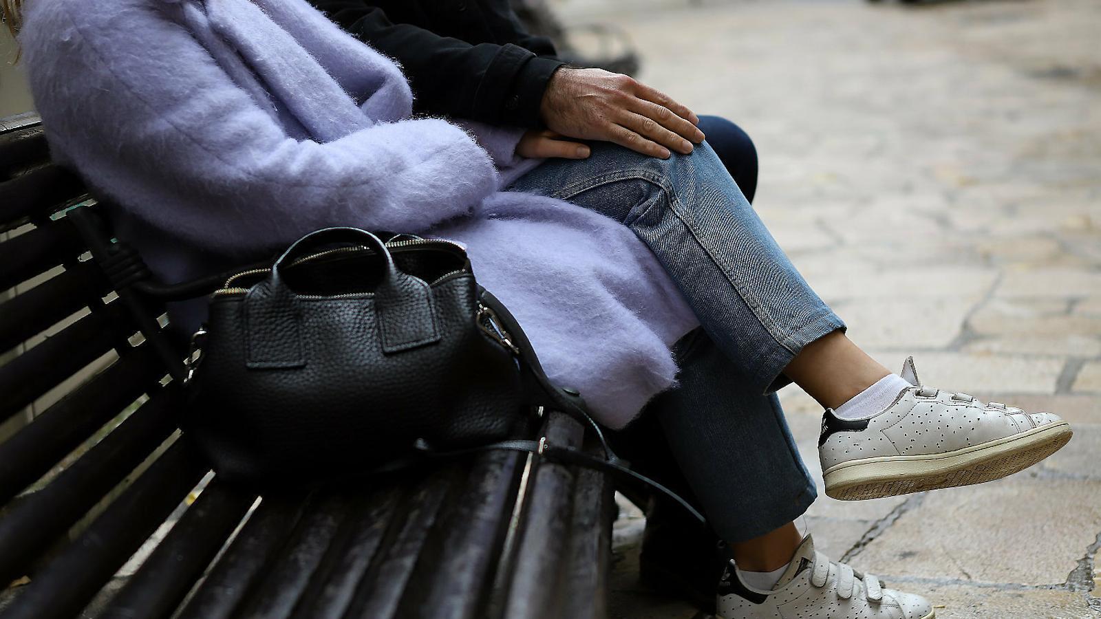 Un centenar d'illencs cerquen mantenir al·lotes a canvi de sexe