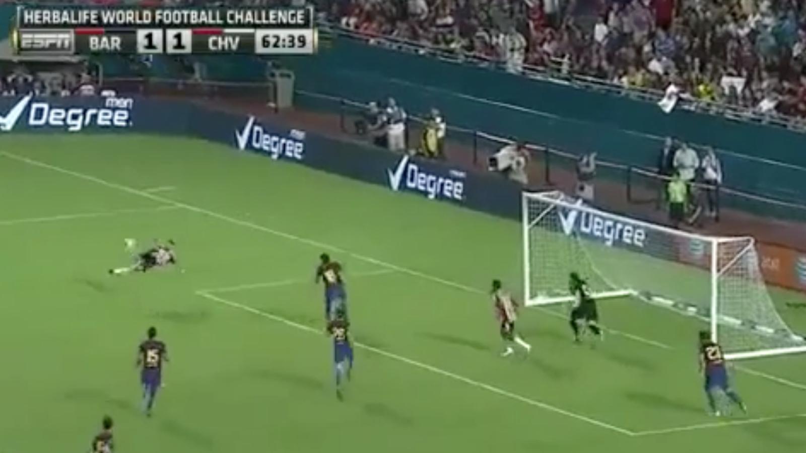 Espectacular gol de xilena de Marcos Fabián davant el Barça