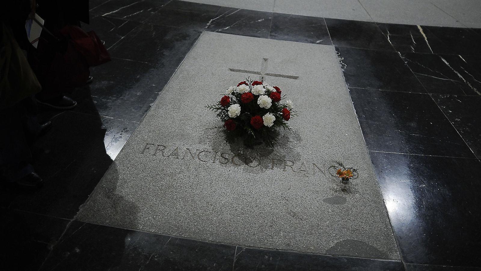 Els nets de Franco han presentat al·legacions davant del ministeri de Justícia contra l'exhumació del dictador.