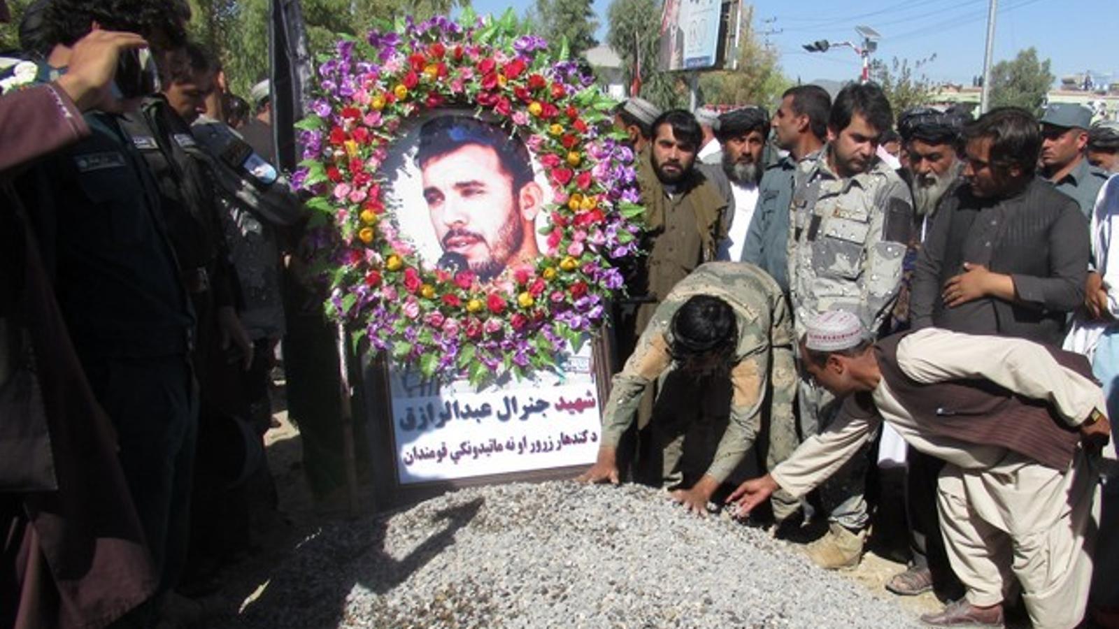 Cerimònia en memòria del cap de policia de Kandahar, Abdul Raziq, assassinat en un atemptat.