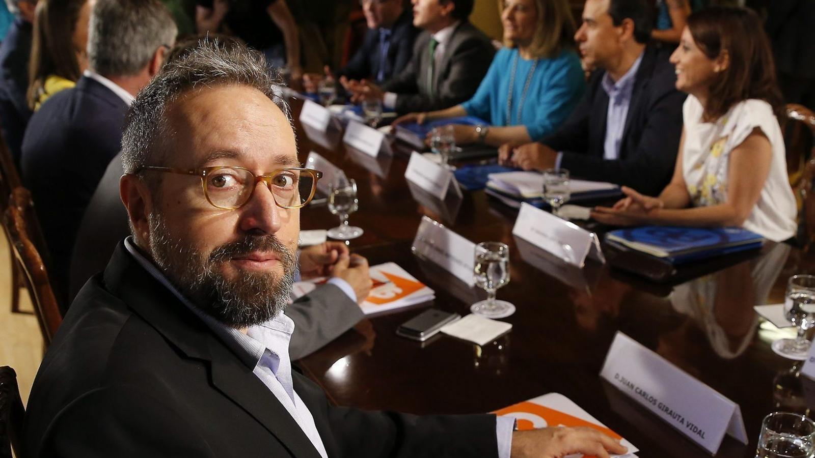 """""""El que és corrupció política ho decidim nosaltres perquè hem posat el llistó molt alt"""", va dir dijous Juan Carlos Girauta, membre de l'equip negociador de C's."""