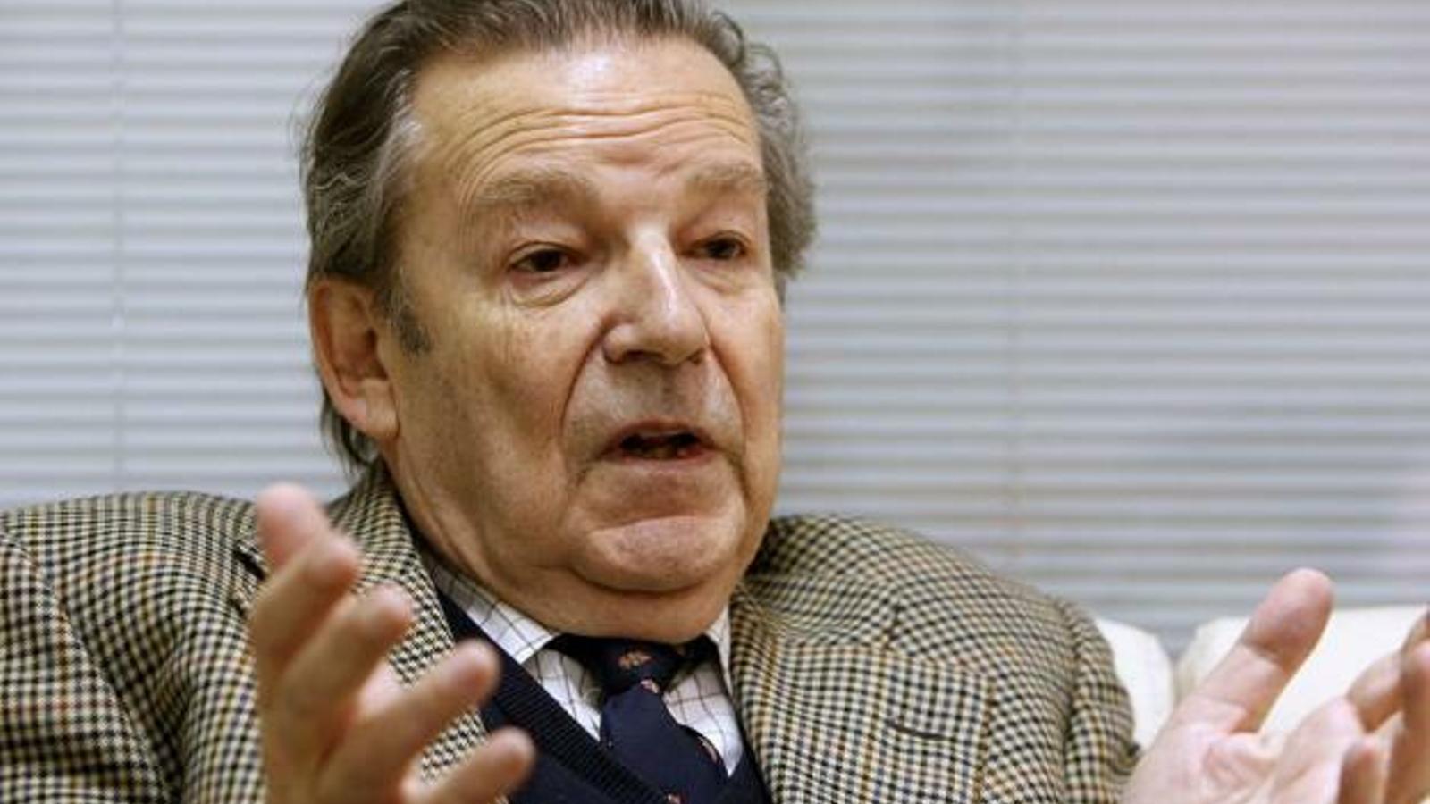 L'escriptor Luis Racionero en una imatge d'arxiu.