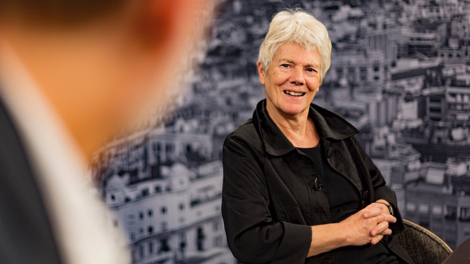 """Anne Phillips: """"Les dones polítiques, a les xarxes, s'enfronten a un nivell més alt de verí que els homes"""""""