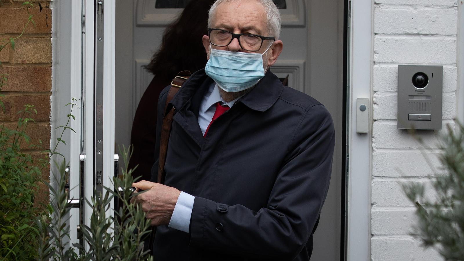 Jeremy Corbyn, aquest matí, sortint de casa seva, al nord de Londres