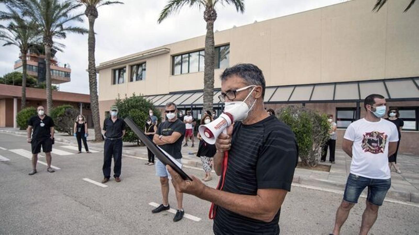 La plantilla de l'aeroport mantindrà les protestes a les pròximes setmanes per a reivindicar drets laborals i de seguretat.