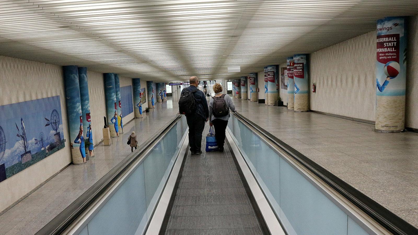 Els aeroports de les Illes començaran a rebre turistes en un mes