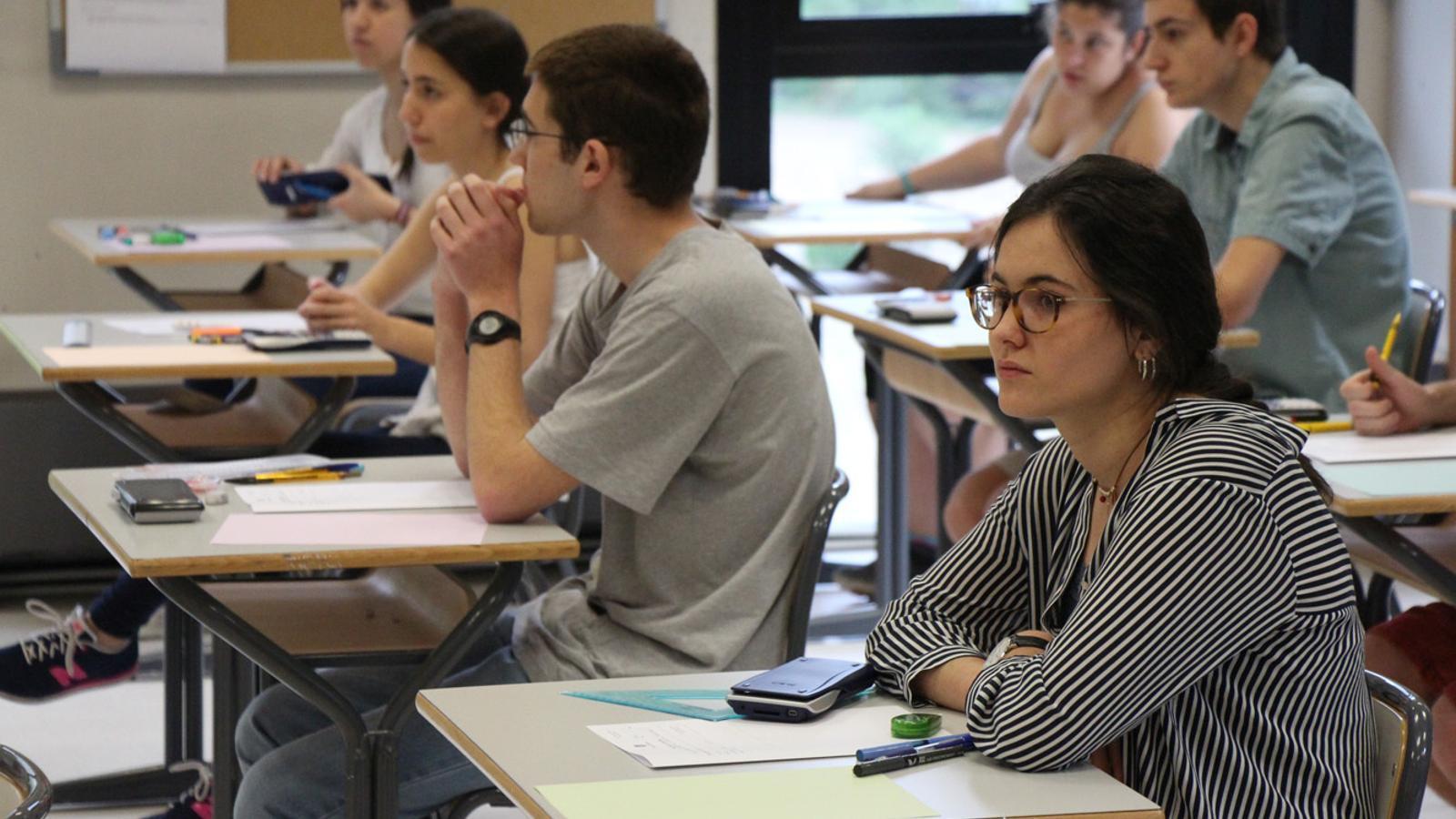 Estudiants fent la POB. / Arxiu ANA