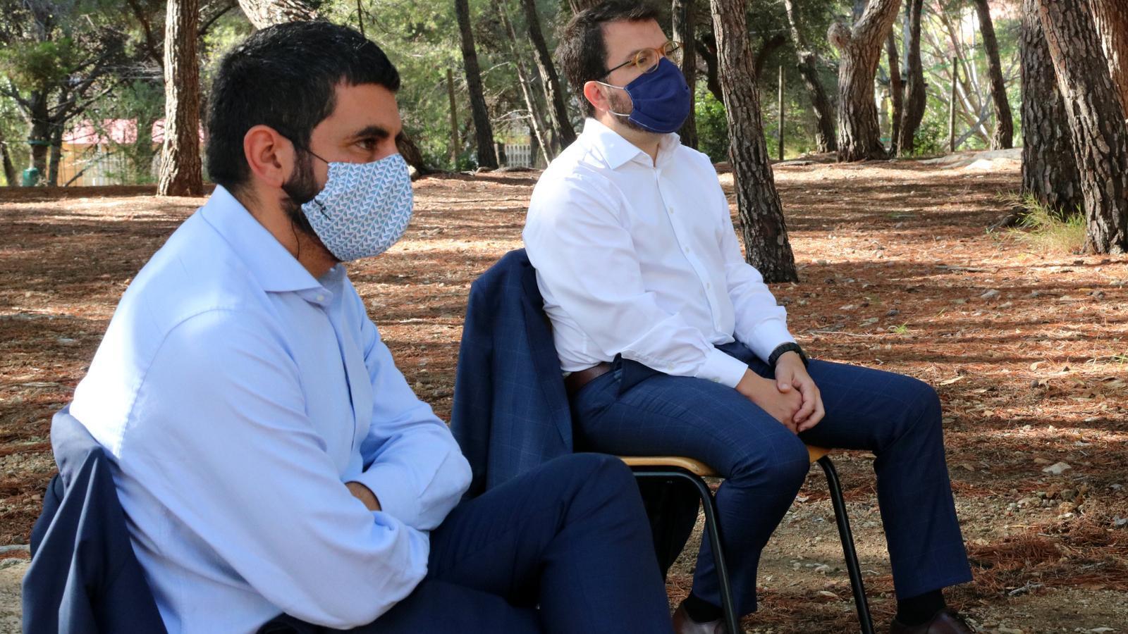 El conseller de Treball, Chakir El Homrani, i el vicepresident del Govern, Pere Aragonès, aquest dimecres.