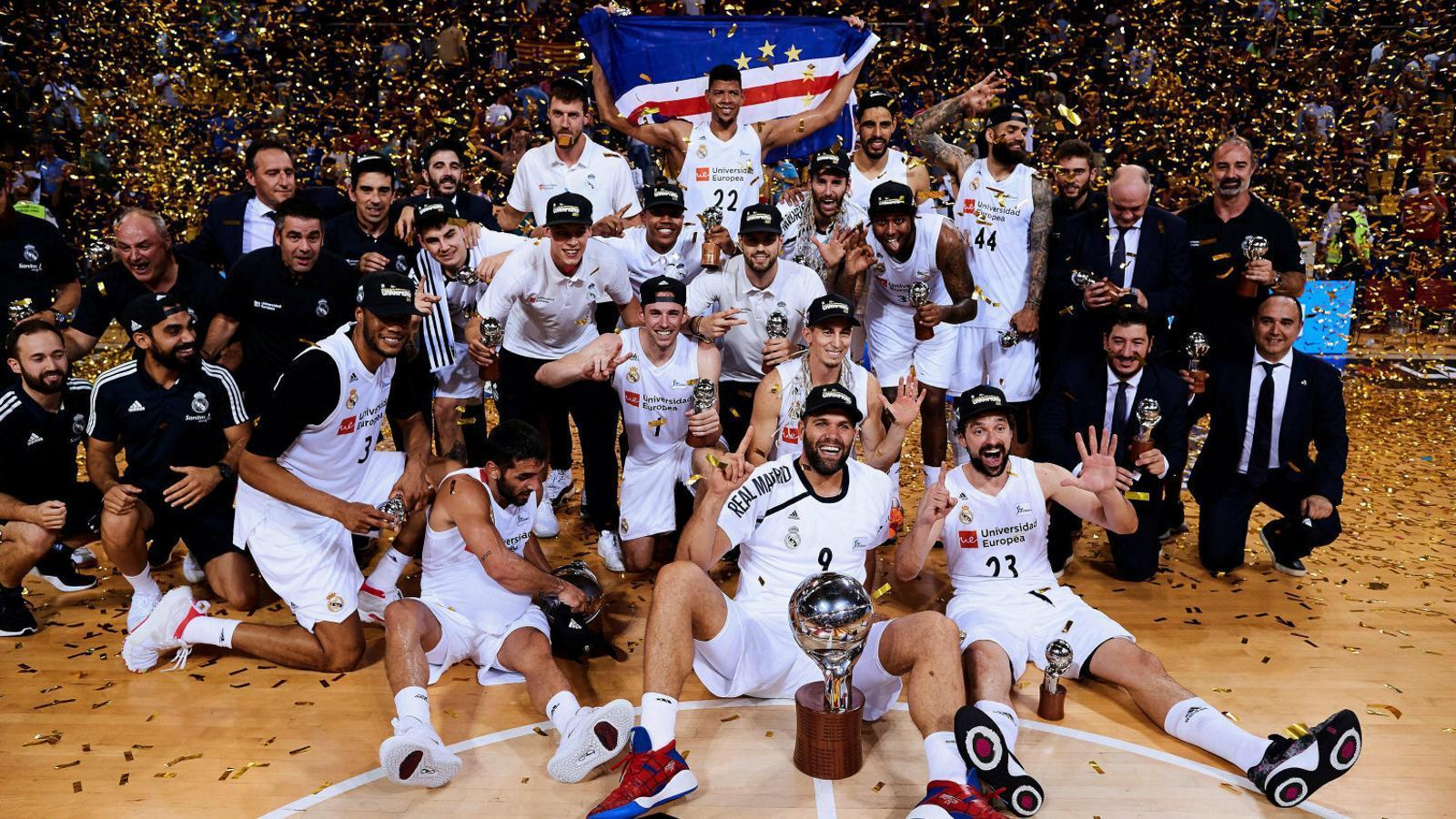 Els jugadors del Madrid celebrant la Lliga.